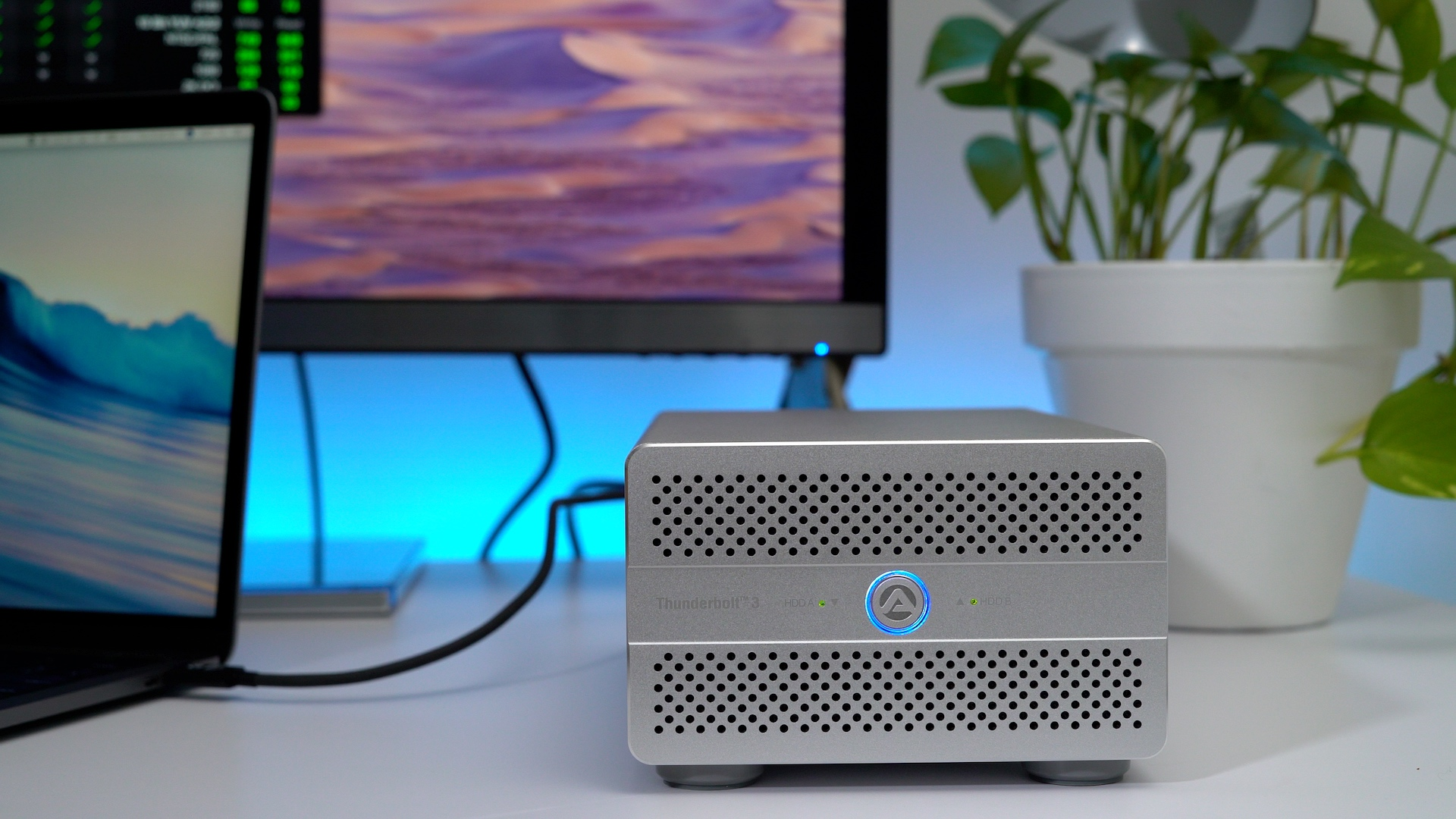 akitio-thunder3-duo-pro-quad-review-displayport-thunderbolt-3-connected