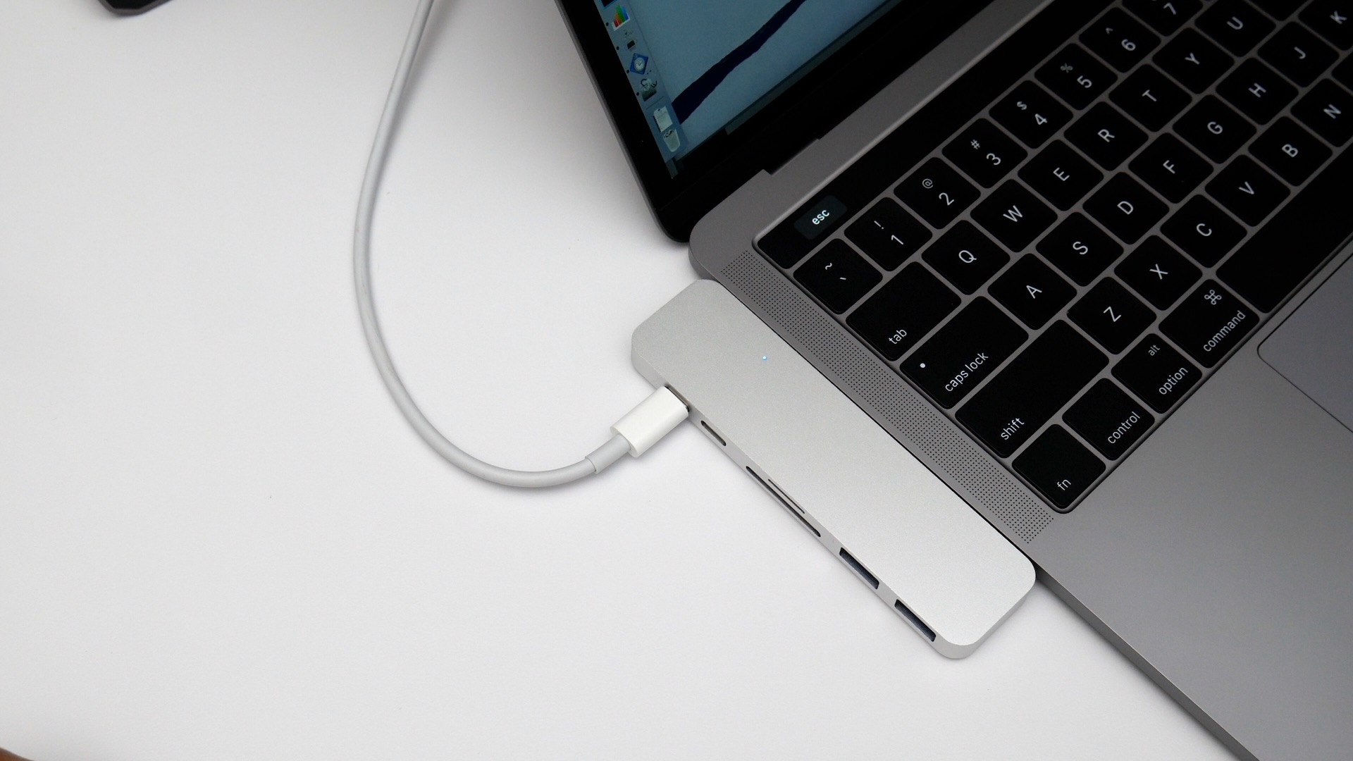 Hands On Hyperdrive Thunderbolt 3 Usb C Hub Might Be The Ultimate Type To Hdmi Adapter Macbook Pro 30 With Sdtf Card
