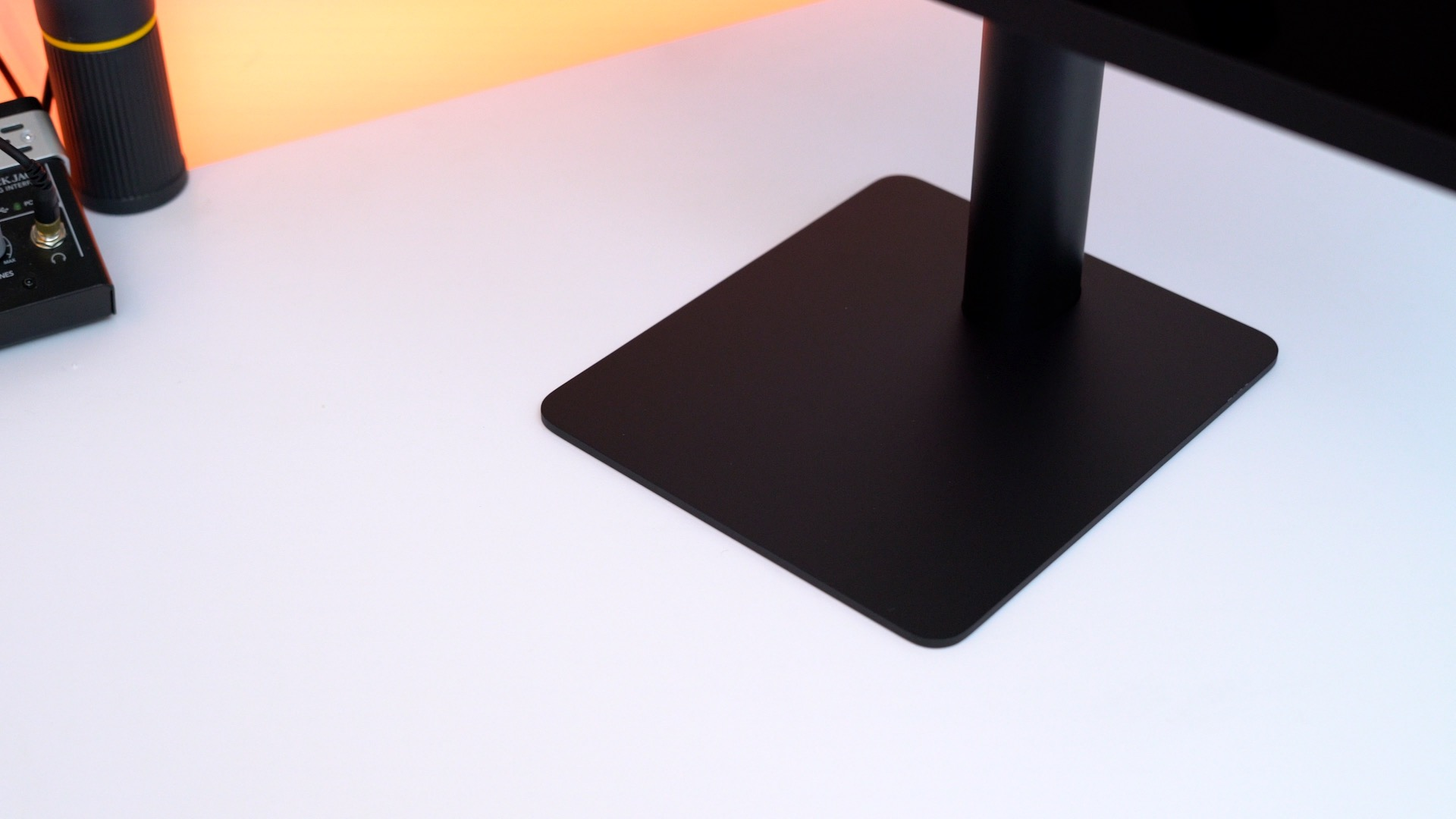 lg-ultrafine-5k-display-base-stand