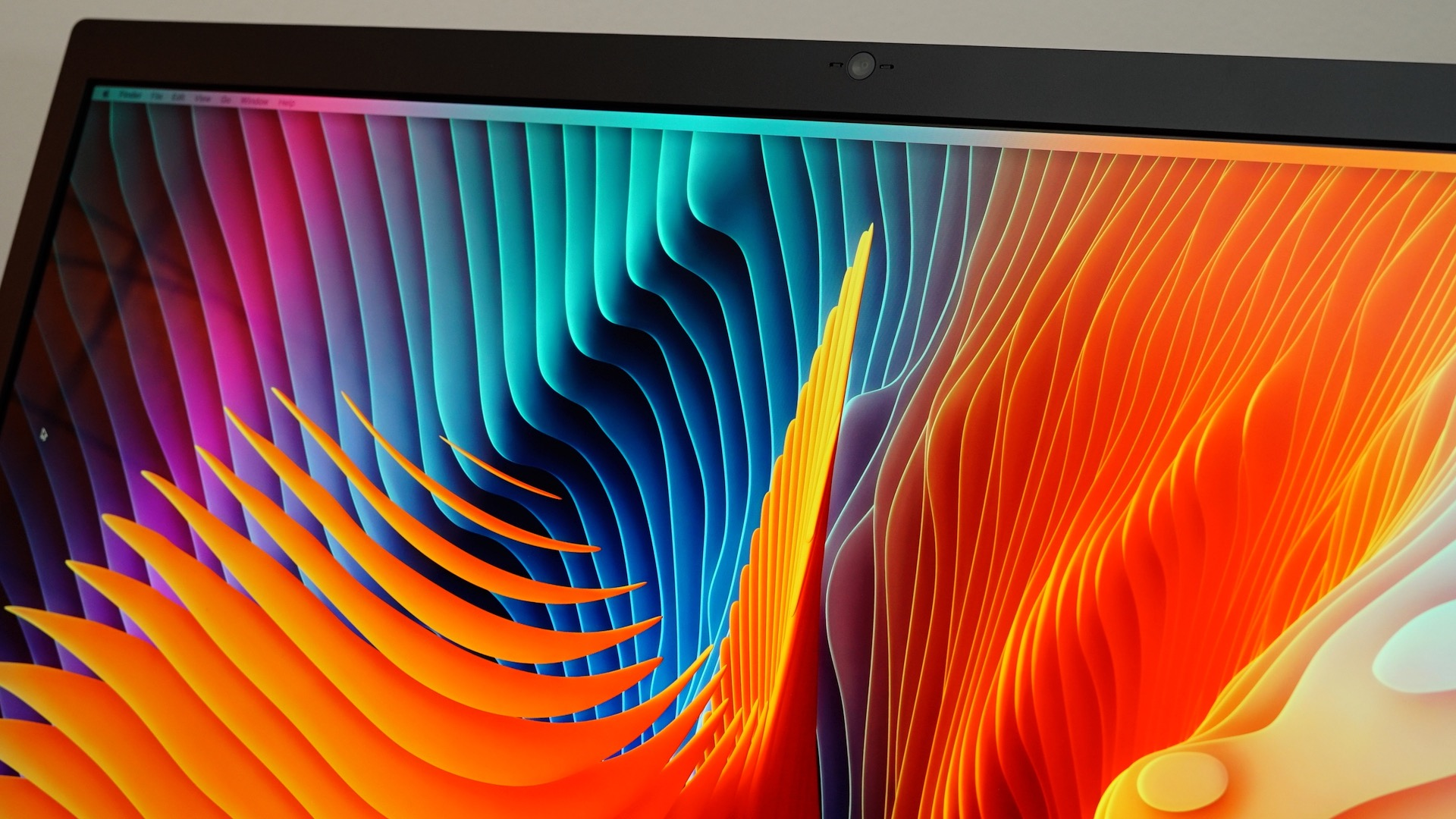lg-ultrafine-5k-display-close-up