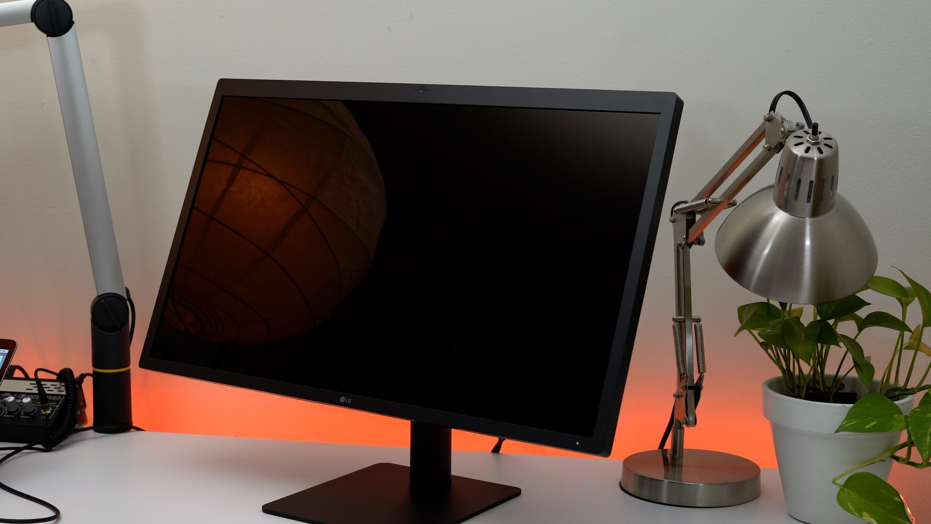 lg-ultrafine-5k-display-off