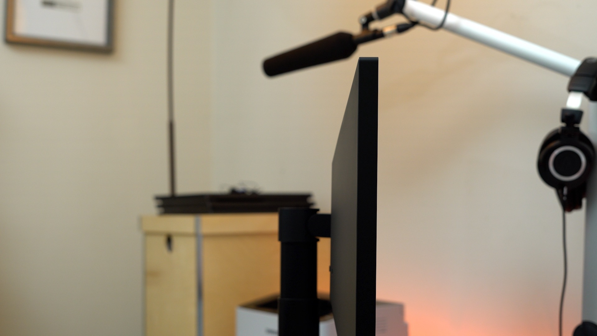 lg-ultrafine-5k-side-profile