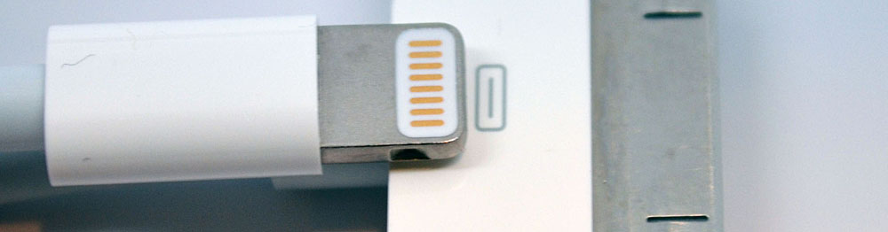 lighting-connector-vs-30-pin-dock-connector-size-comparison