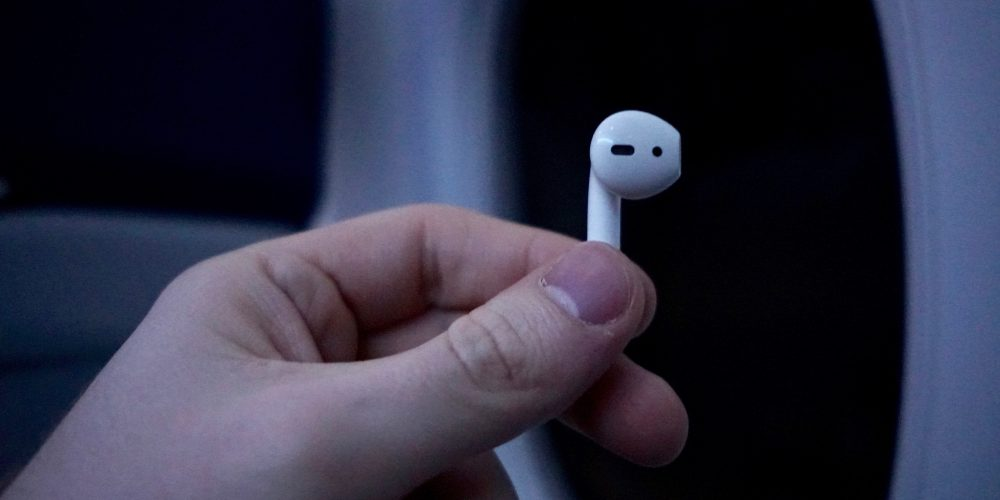 airpods-plane-2