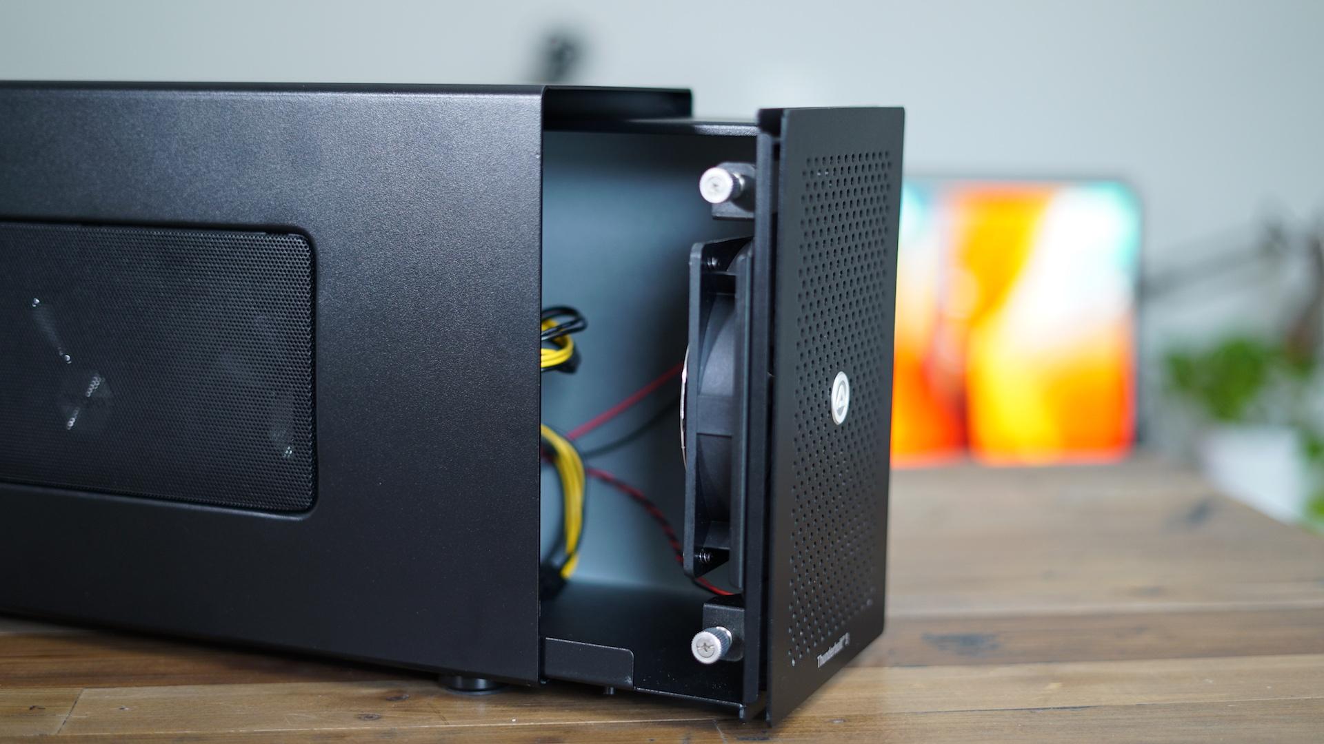 akitio-node-open-case
