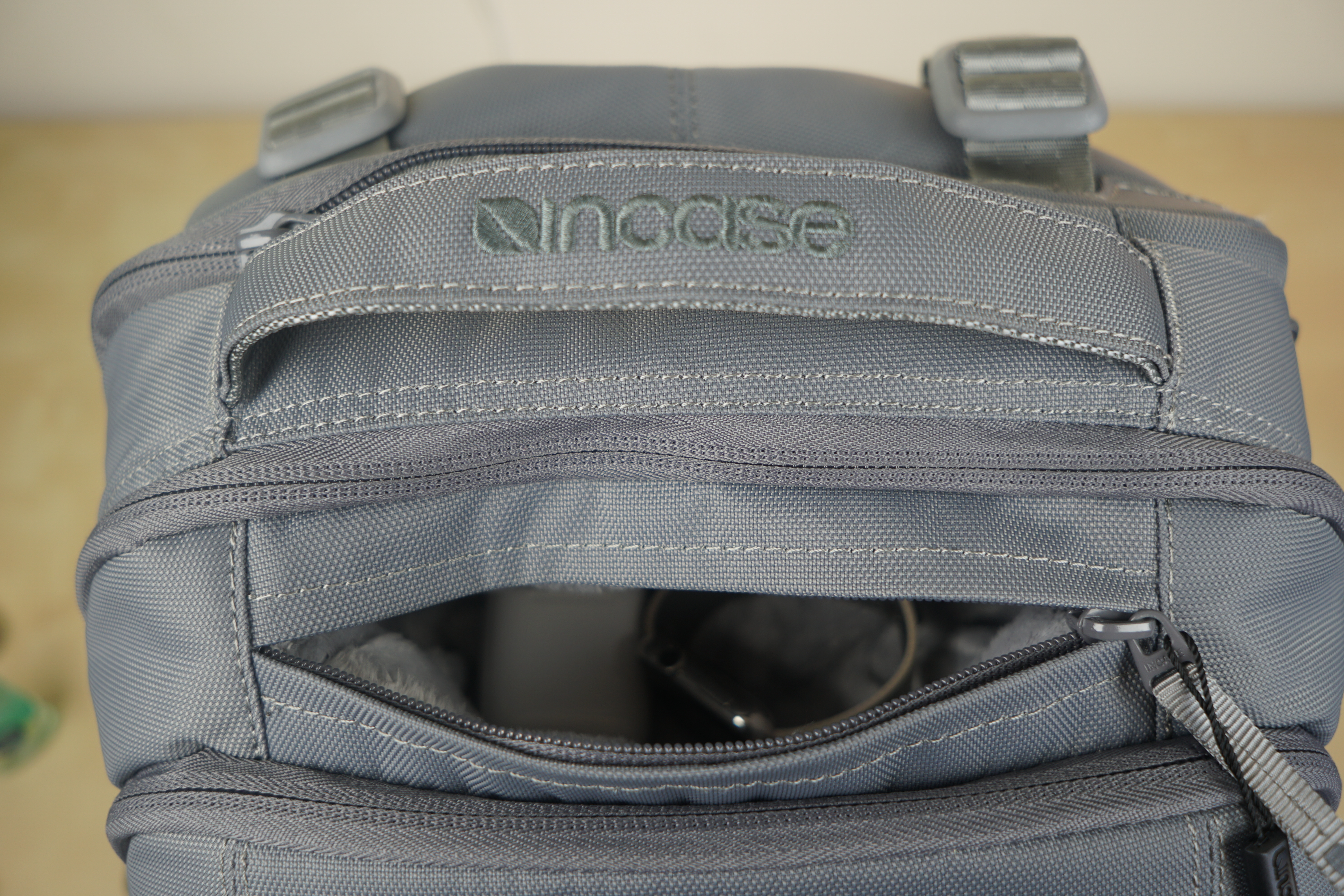 incase-icon-macbook-backpack-6