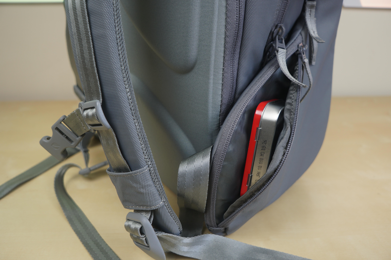 incase-icon-macbook-backpack-7