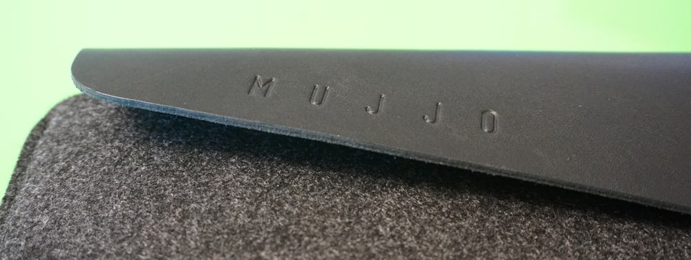 brand new d3275 21b90 Review: Mujjo, the felt and leather sleeve for the new MacBook Pro ...