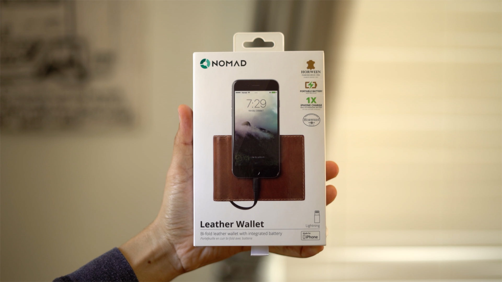 nomad-leather-wallet-integrated-battery-mfi-lightning-hands-on