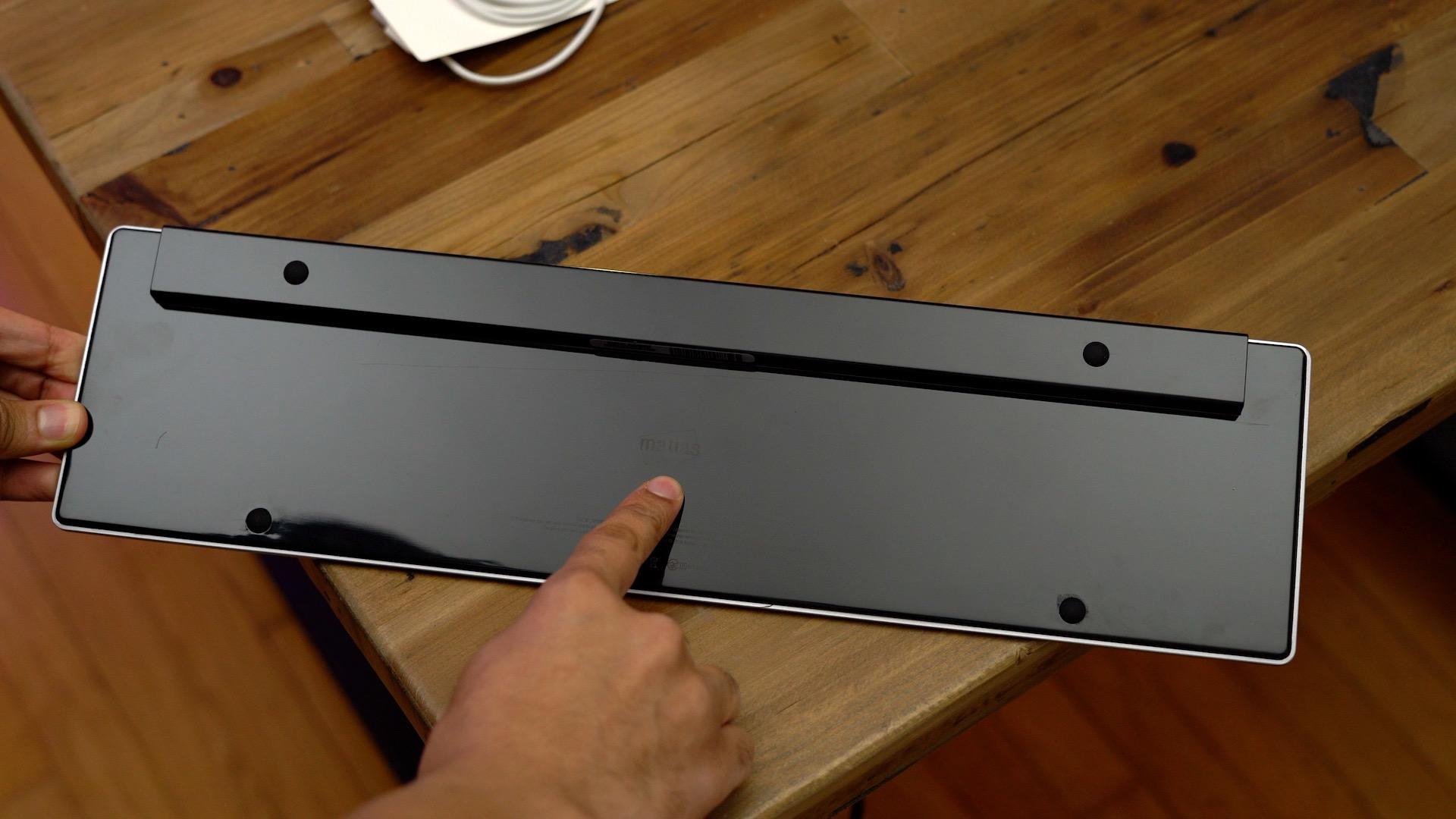 matias-wireless-aluminum-keyboard-back