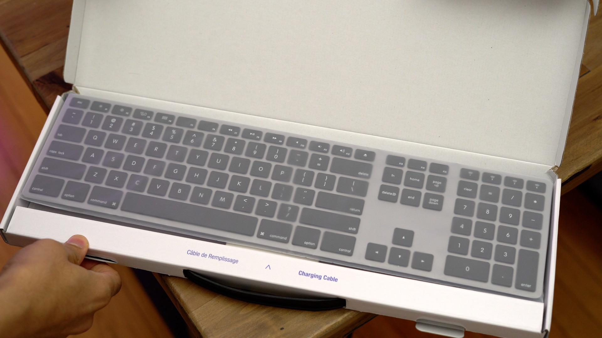 matias-wireless-aluminum-keyboard-unboxing