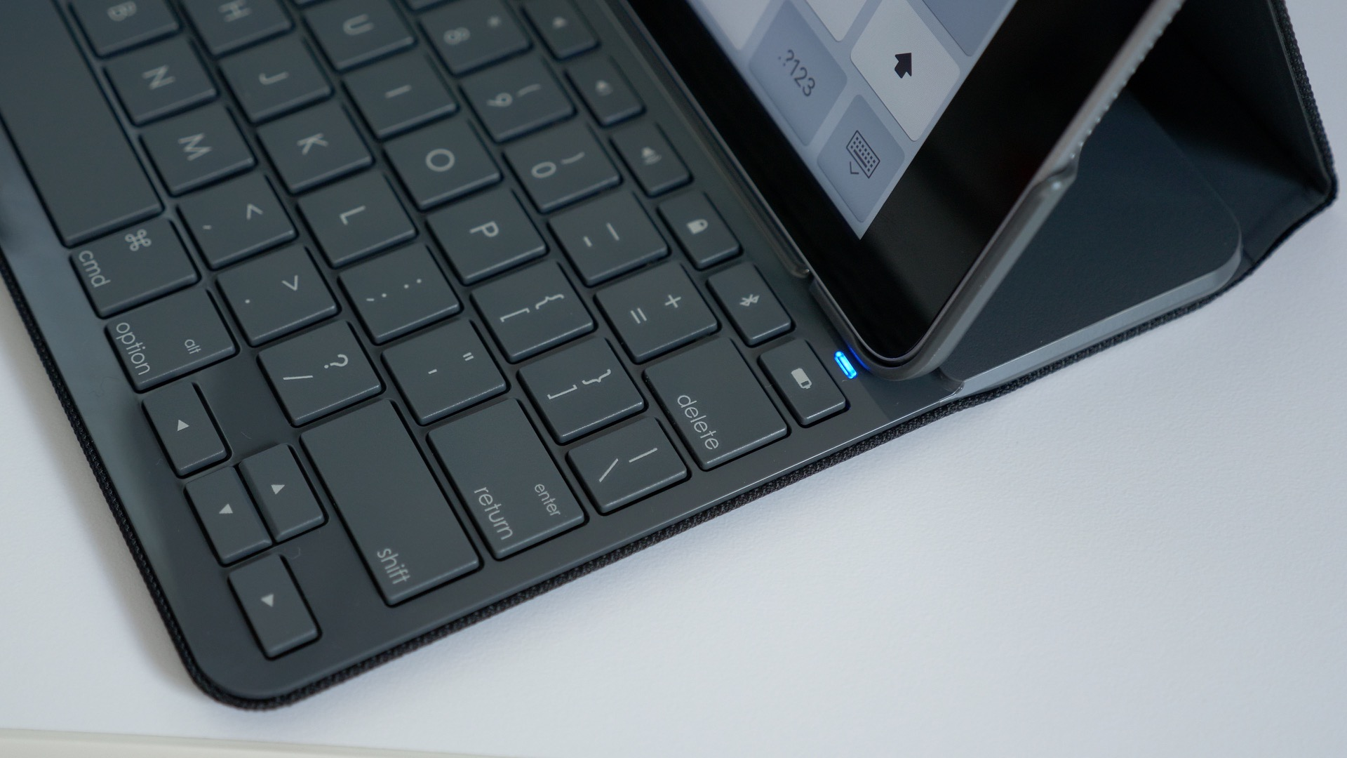 4c4857a48d3 Hands-on: Logitech's Slim Folio keyboard case for 2017 iPad never ...