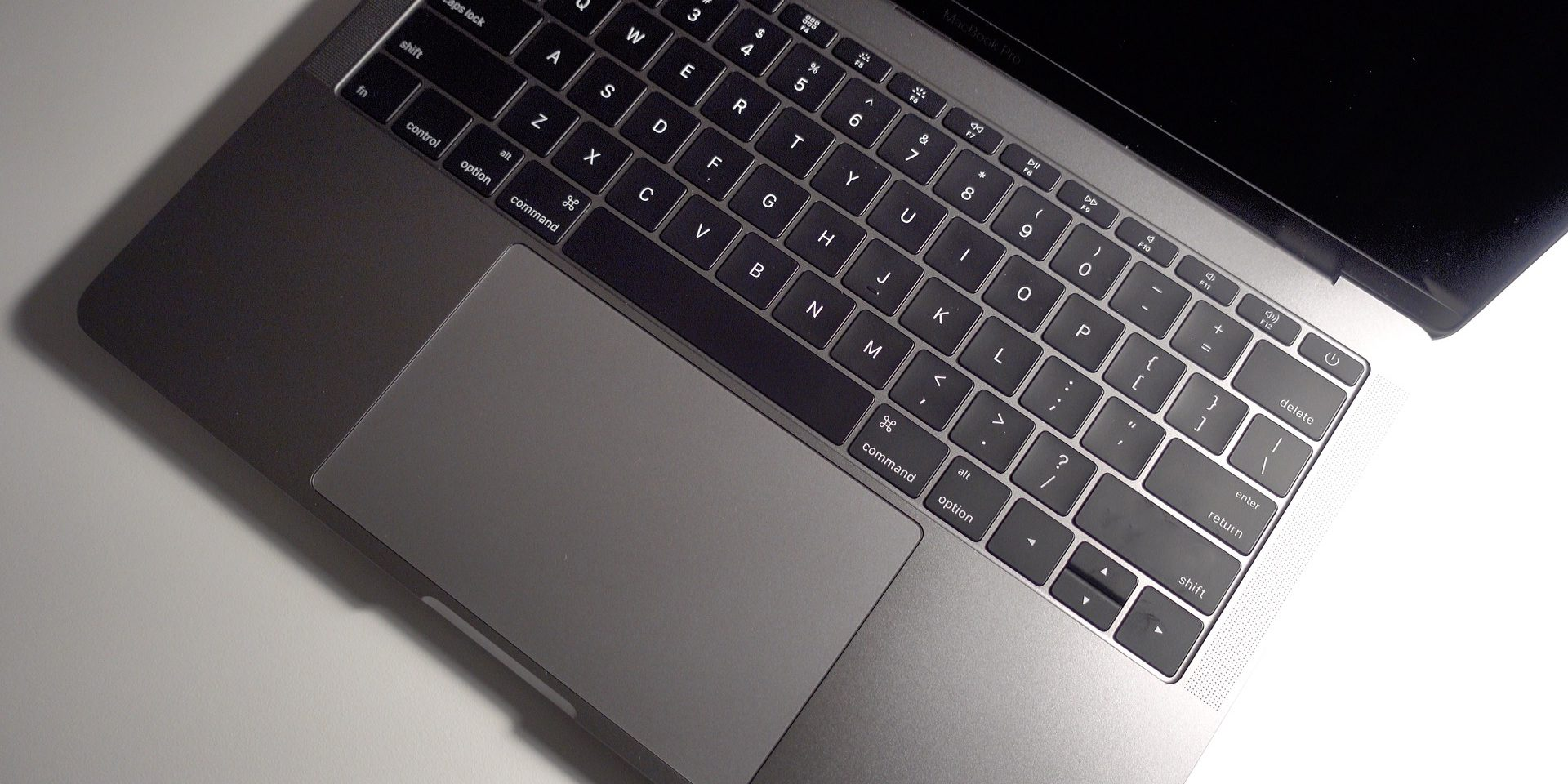 Apple offering battery replacement program for some 13-inch MacBook Pros