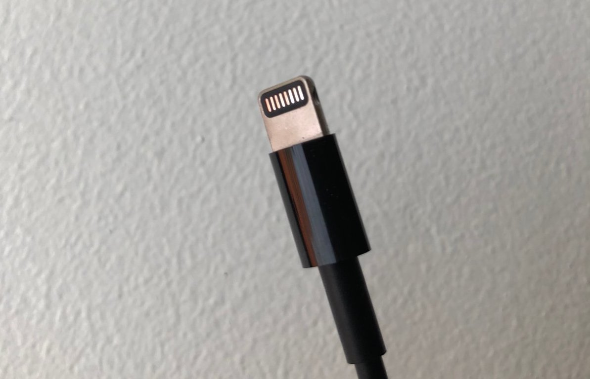 Imac Pro Comes With A Special Black Apple Lightning Cable