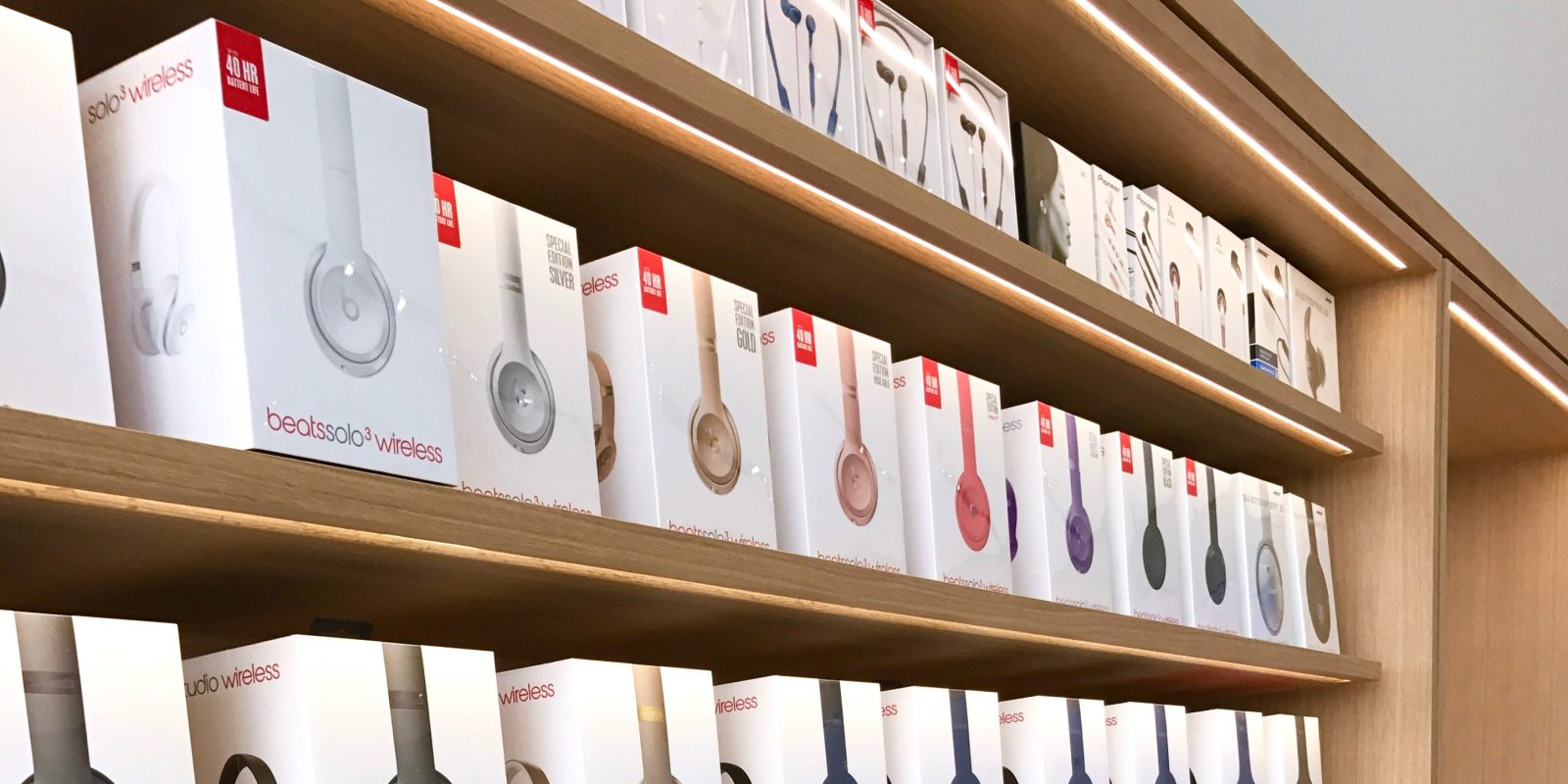 Apple puts Beats headphones on sale 7d76ff202