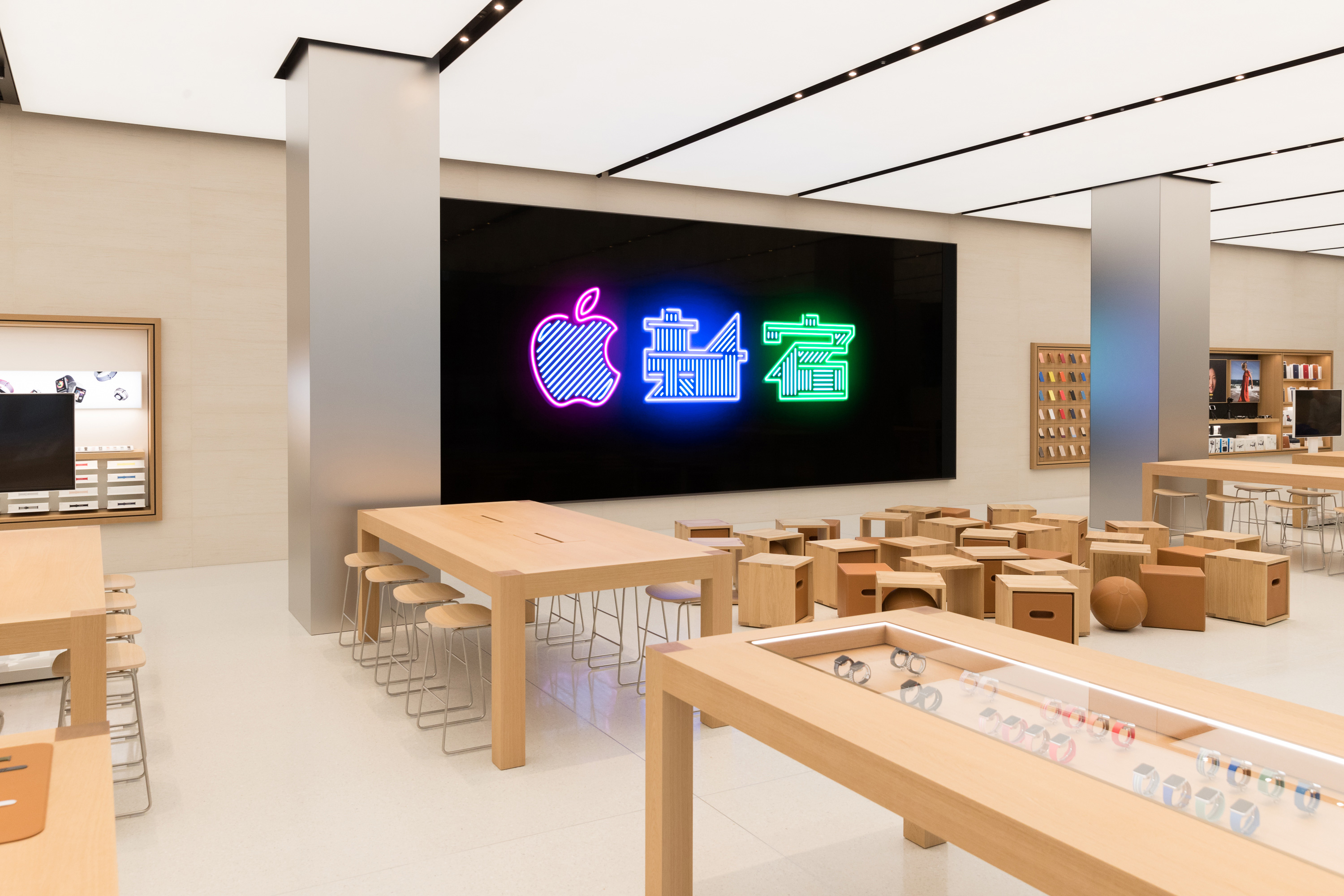 apple stores relying on in store contractors to catch up on iphone rh 9to5mac com apple store help desk number apple store sydney help desk