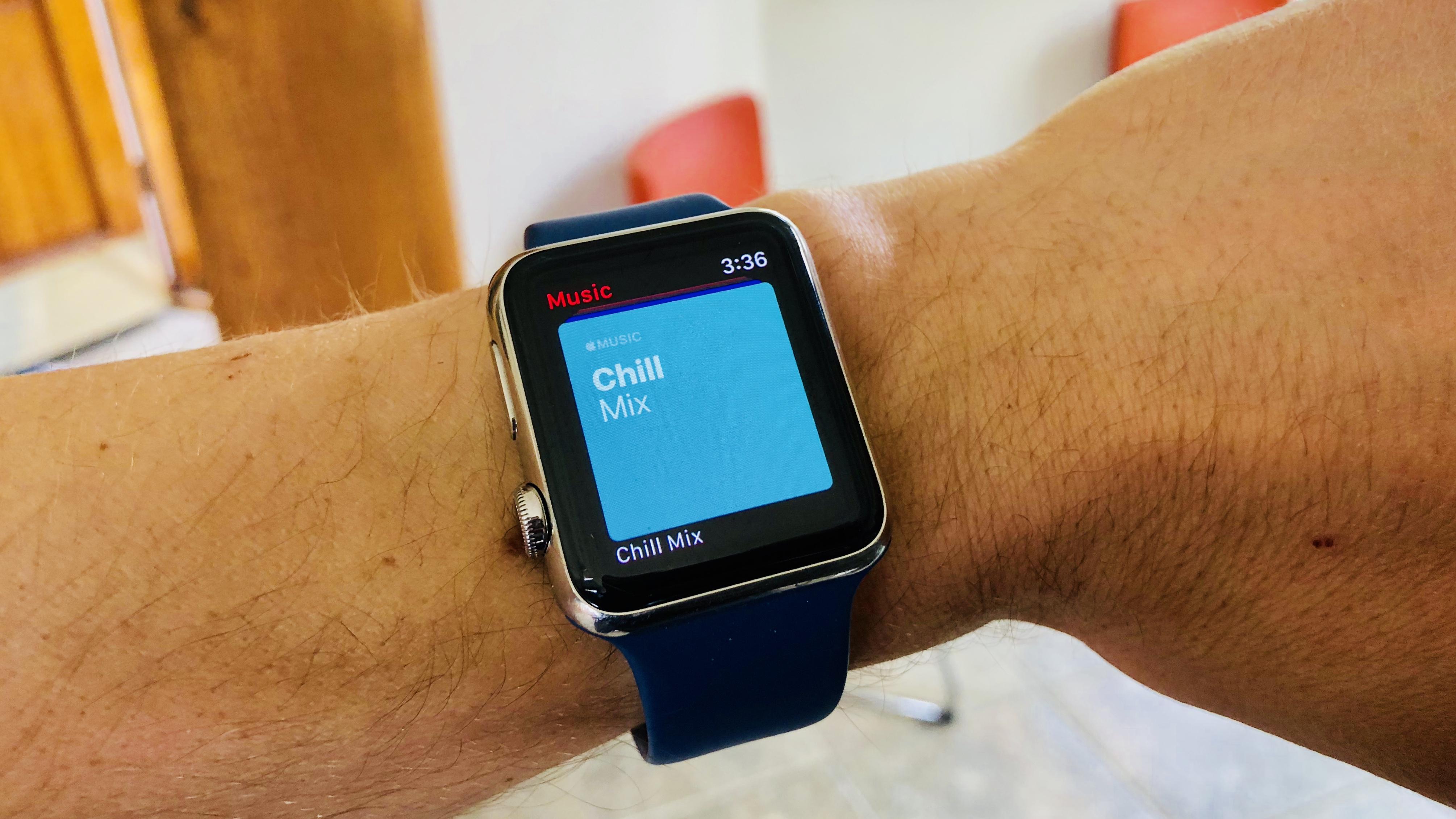 Как добавить количесиво заряда на экран apple watch