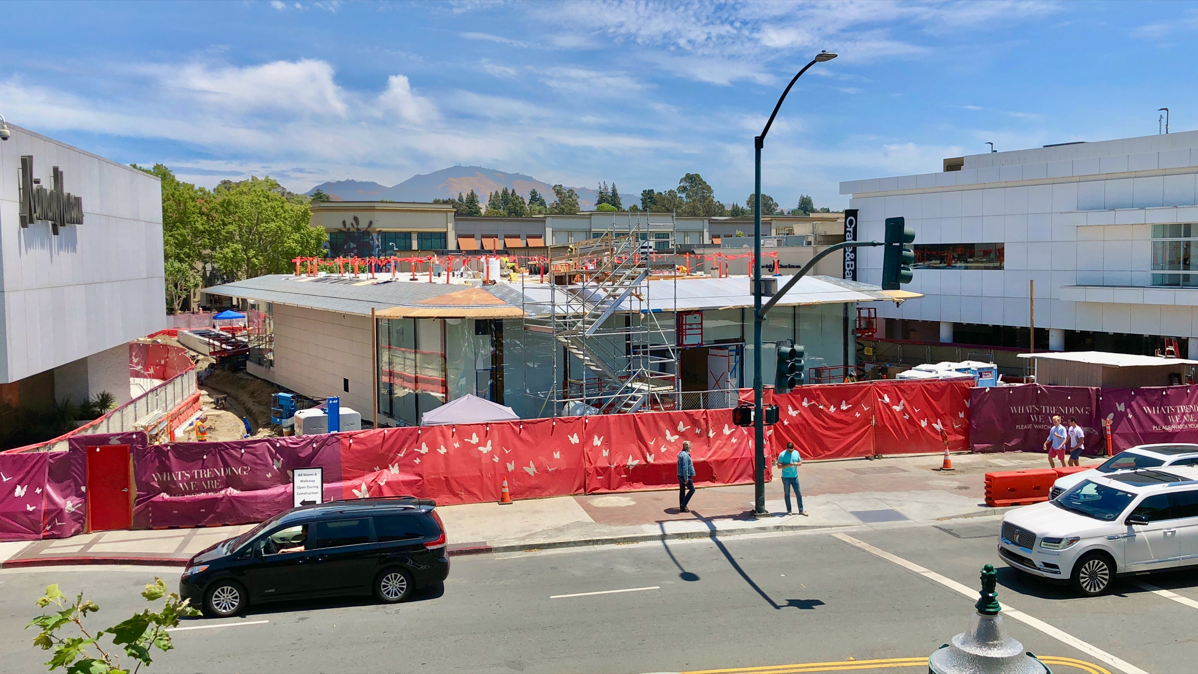 Gallery: New Apple store in Walnut Creek, CA takes shape with curved