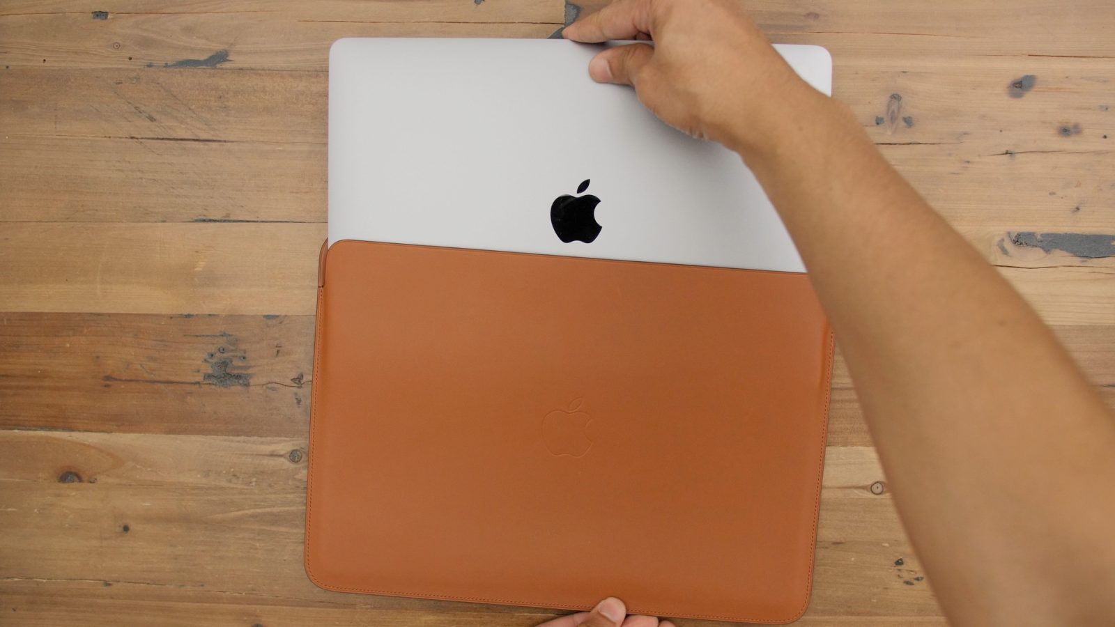 Review  Is Apple s Leather Sleeve for MacBook Pro worth the cost   Video  e29b6f7ada9d4
