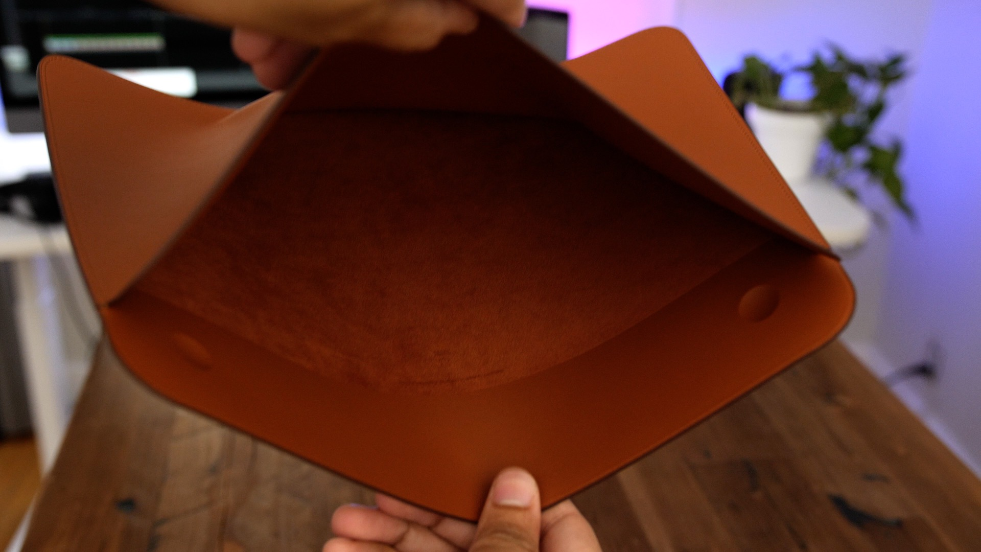 Review  Is Apple s Leather Sleeve for MacBook Pro worth the cost ... b82b8721af00c