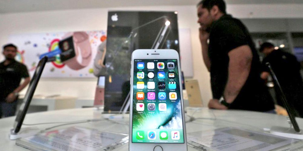 india regulator threatens to ban iphones from carrier networks over resistance to anti spam app