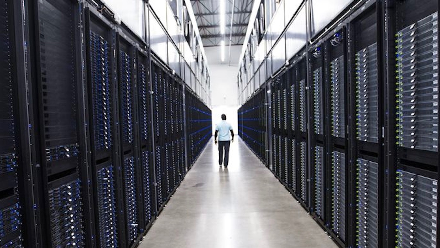 tour apple s global data command center at its 1 3 million square foot facility in mesa az