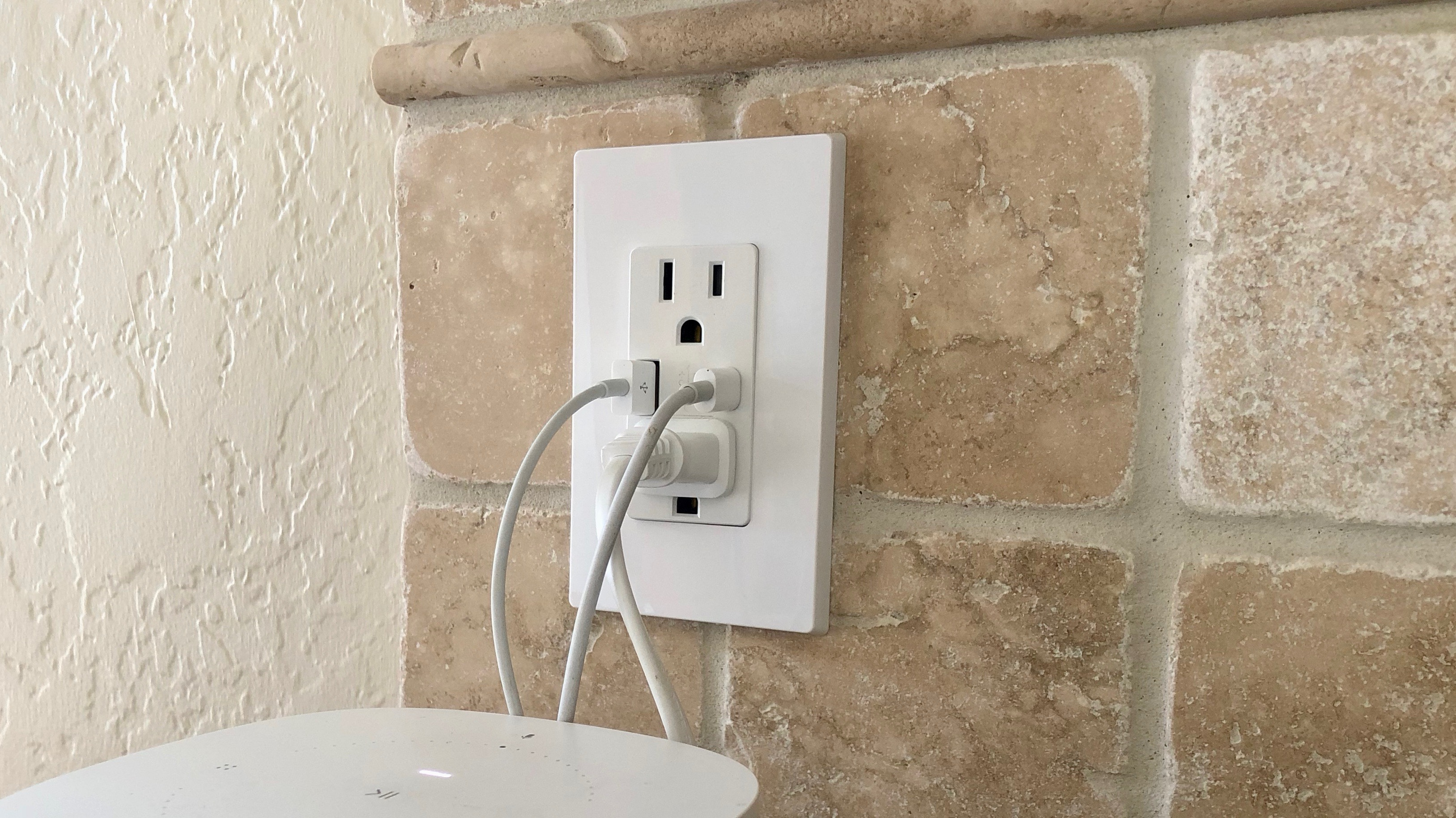 Usb Outlet Switch Wiring Electrical Diagram A Plug Review Levitons C Wall Offers Lots Of Charging