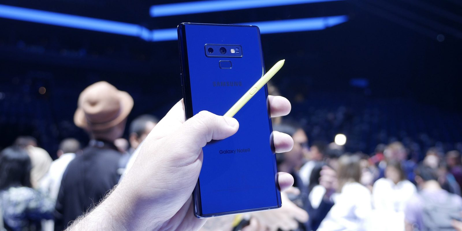 photo image iPhone X outperforms Samsung's brand new 6.4-inch Galaxy Note 9