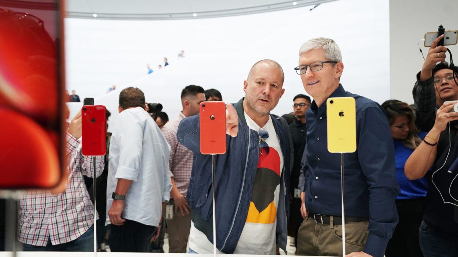 photo image Jony Ive on Apple Watch Series 4: 'Every bone in my body tells me this is very significant'