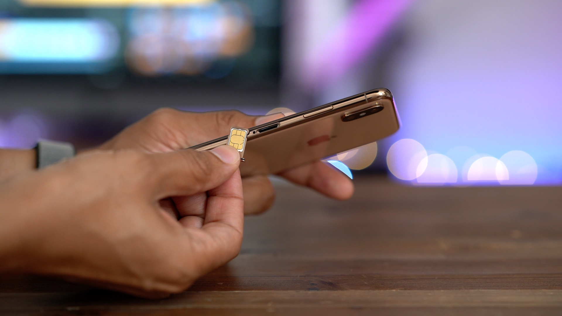 AT&T becomes first major US carrier to support eSIM functionality on iPhone XS & XR