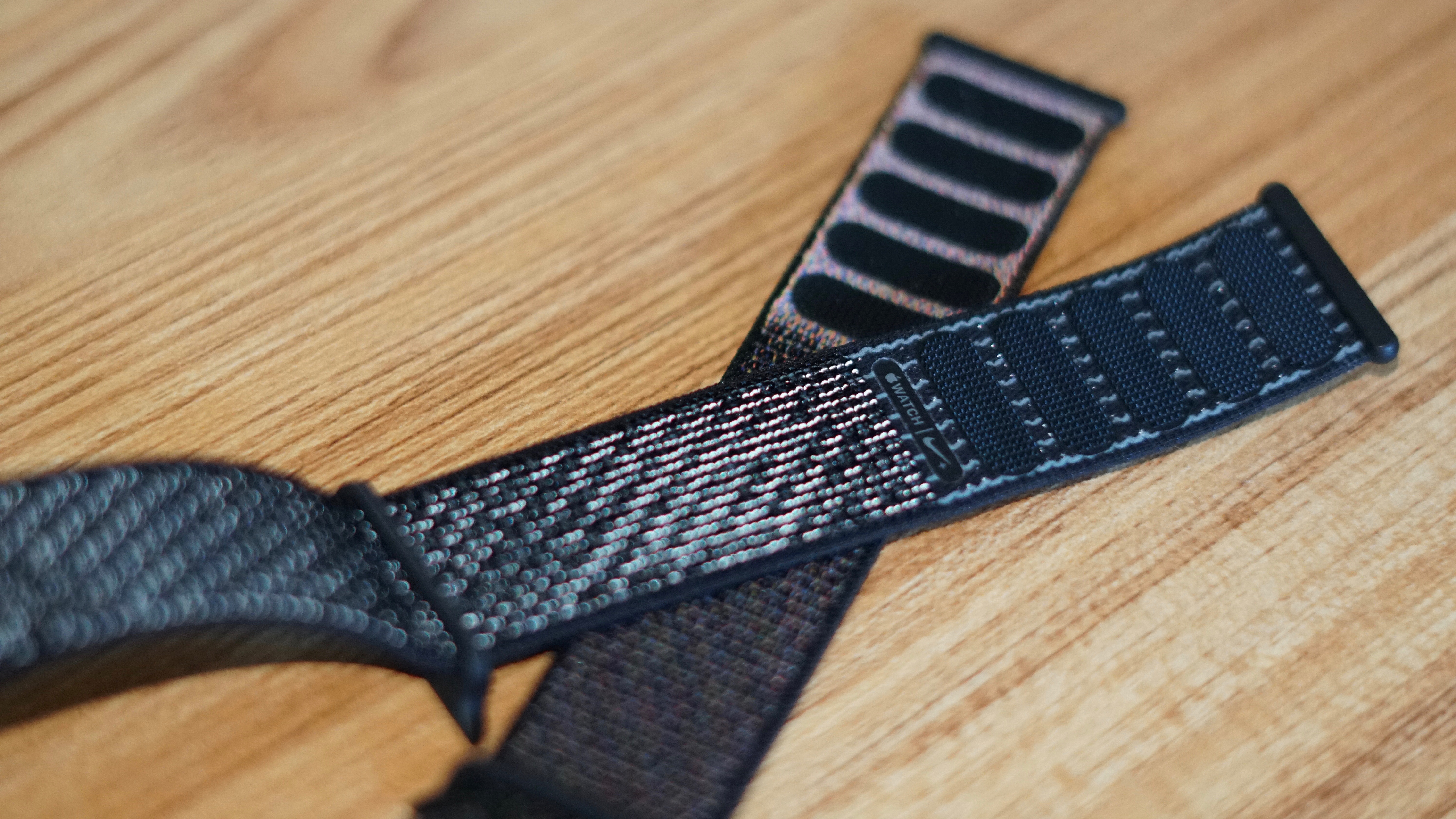 hands on with the new reflective sport loop band for apple watch nike
