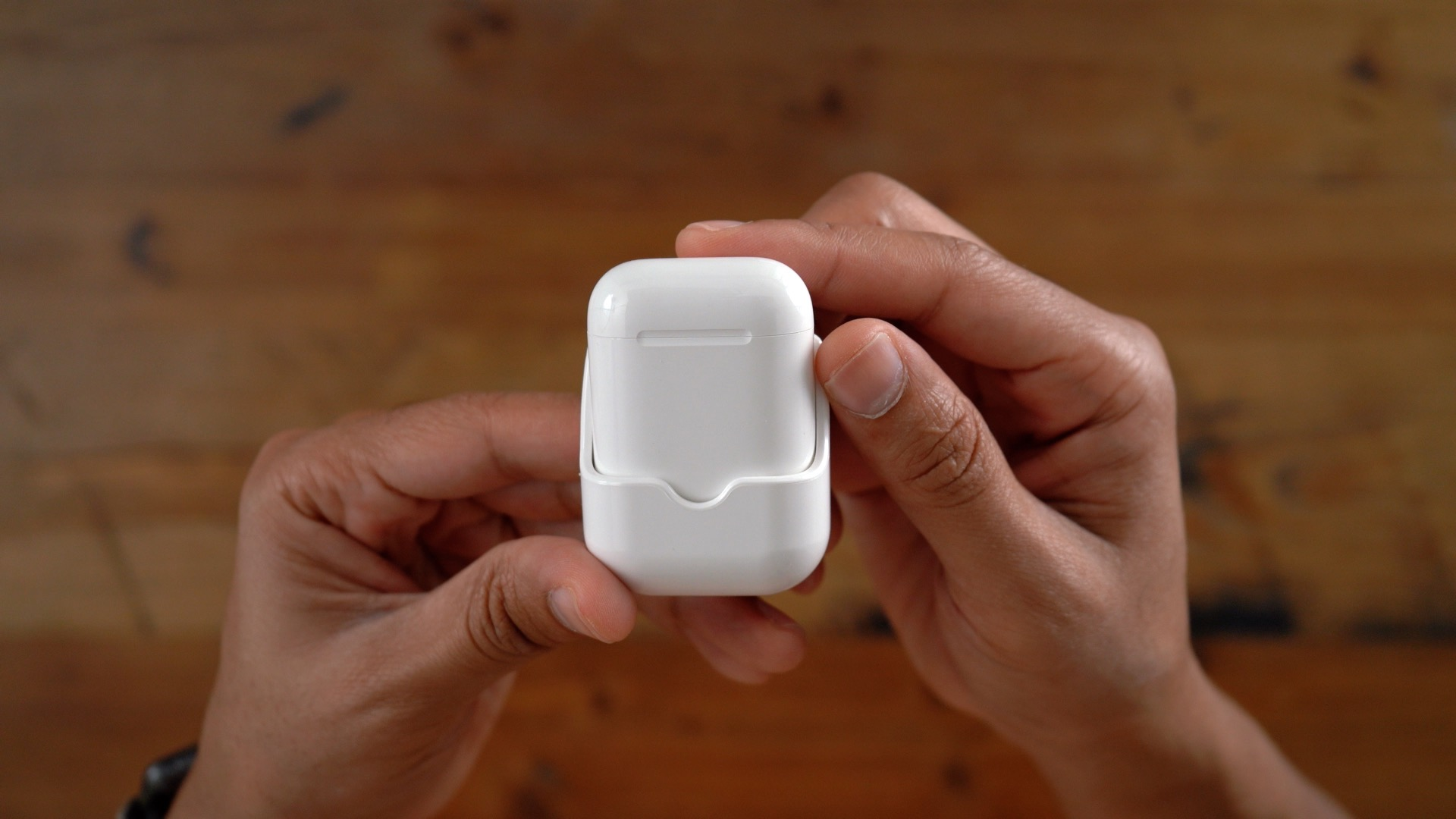 review wirelessly charge airpods with hyperjuice s handy adapter video
