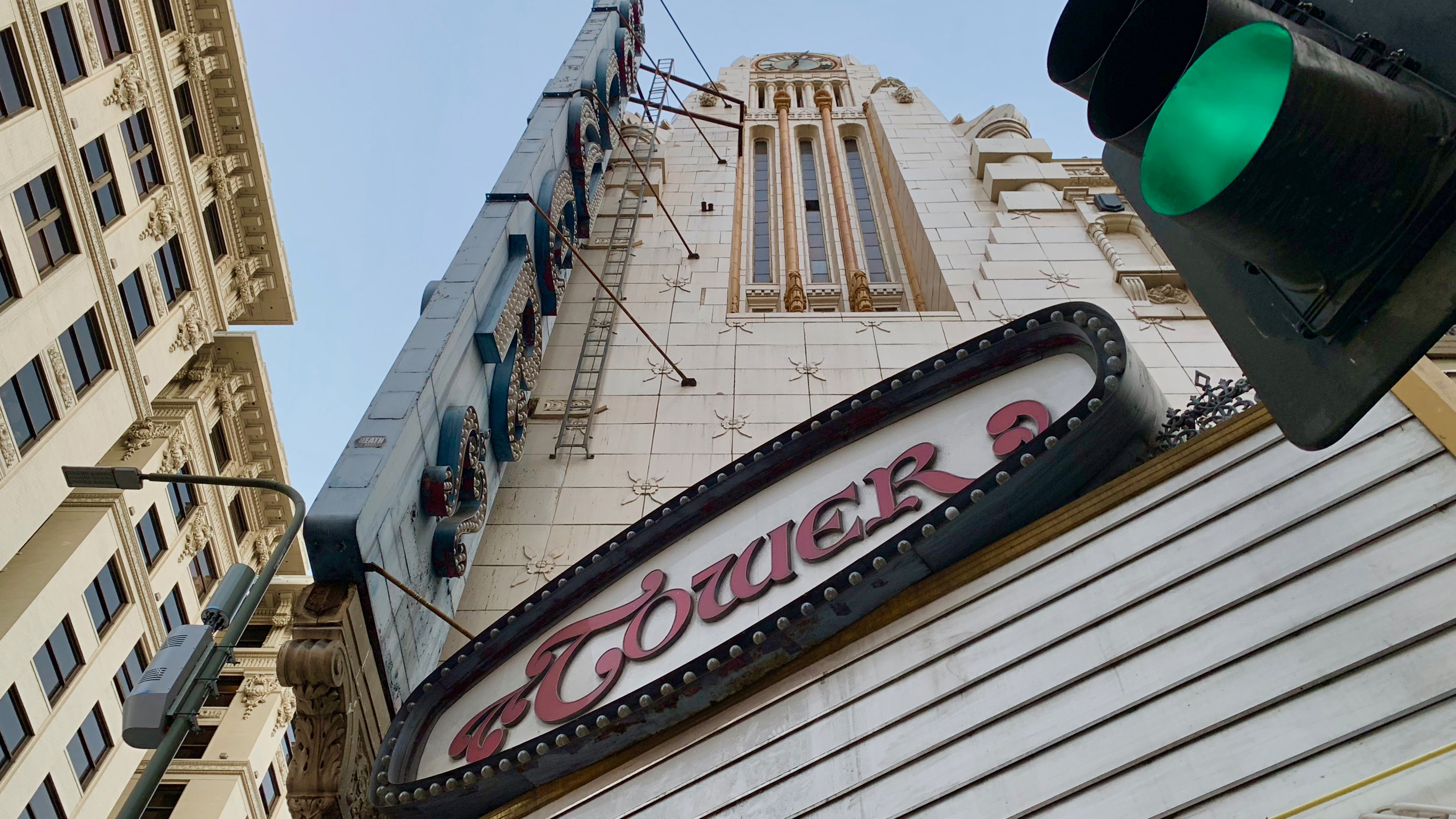 photos documenting la s tower theatre before apple s retail transformation