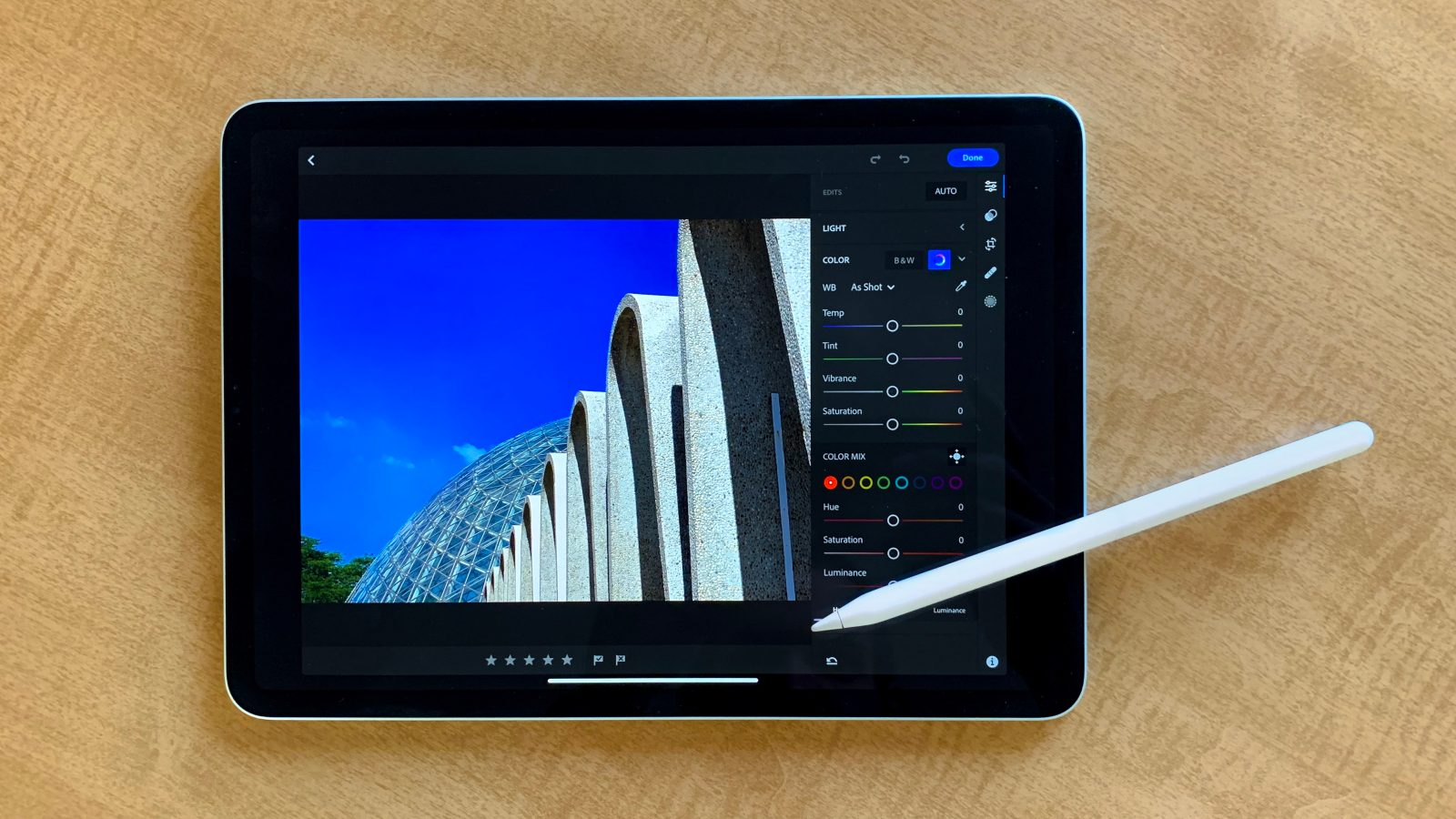 photo image Lightroom CC for iPad updated with support for Siri Shortcuts