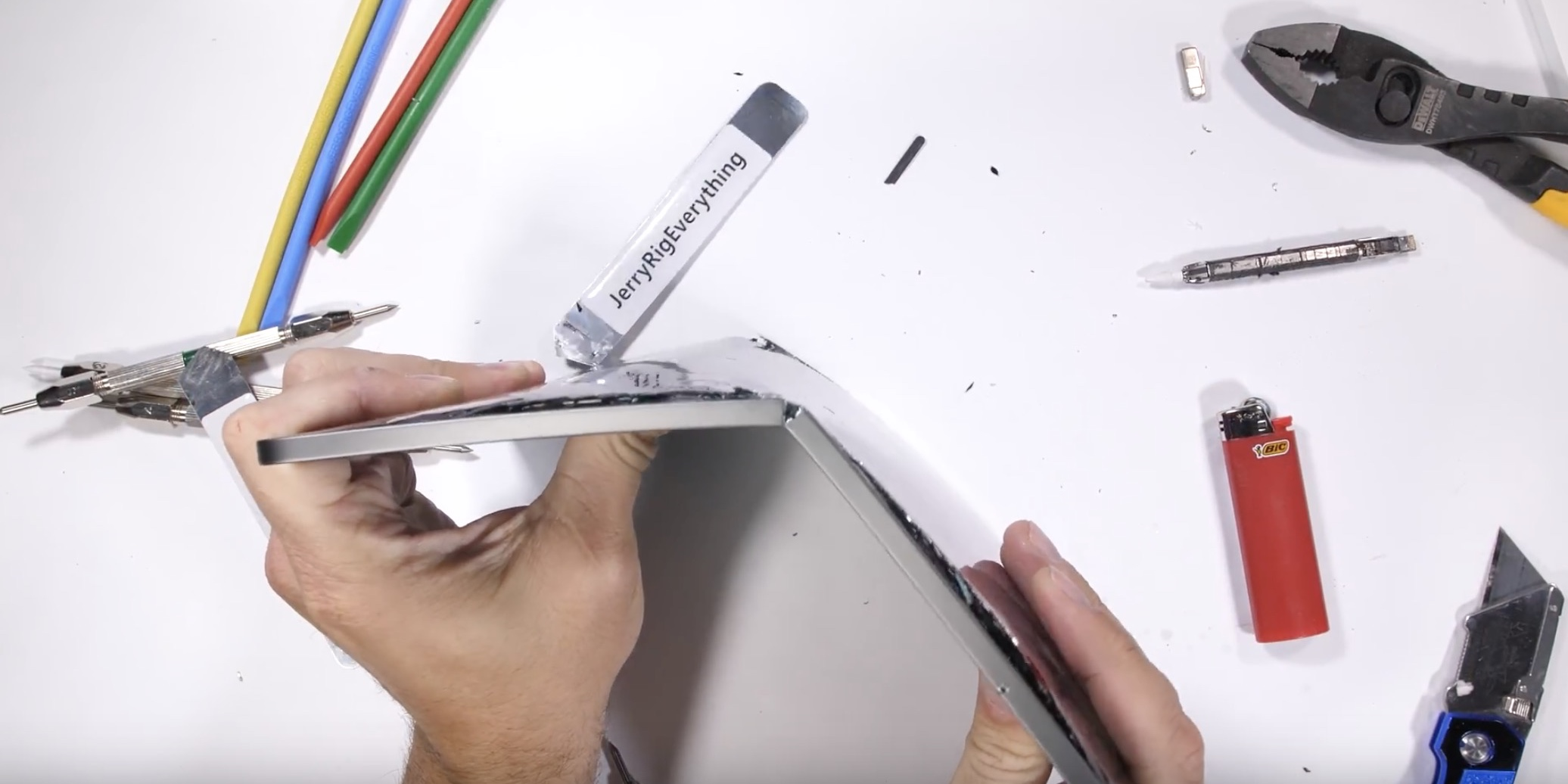 Durability test shows iPad Pro can be bent in half with relatively little force [Video]