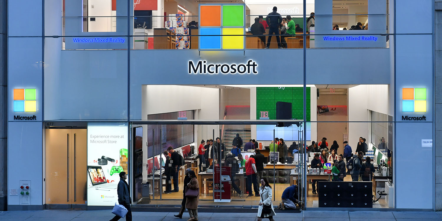 most valuable company battle between apple and microsoft