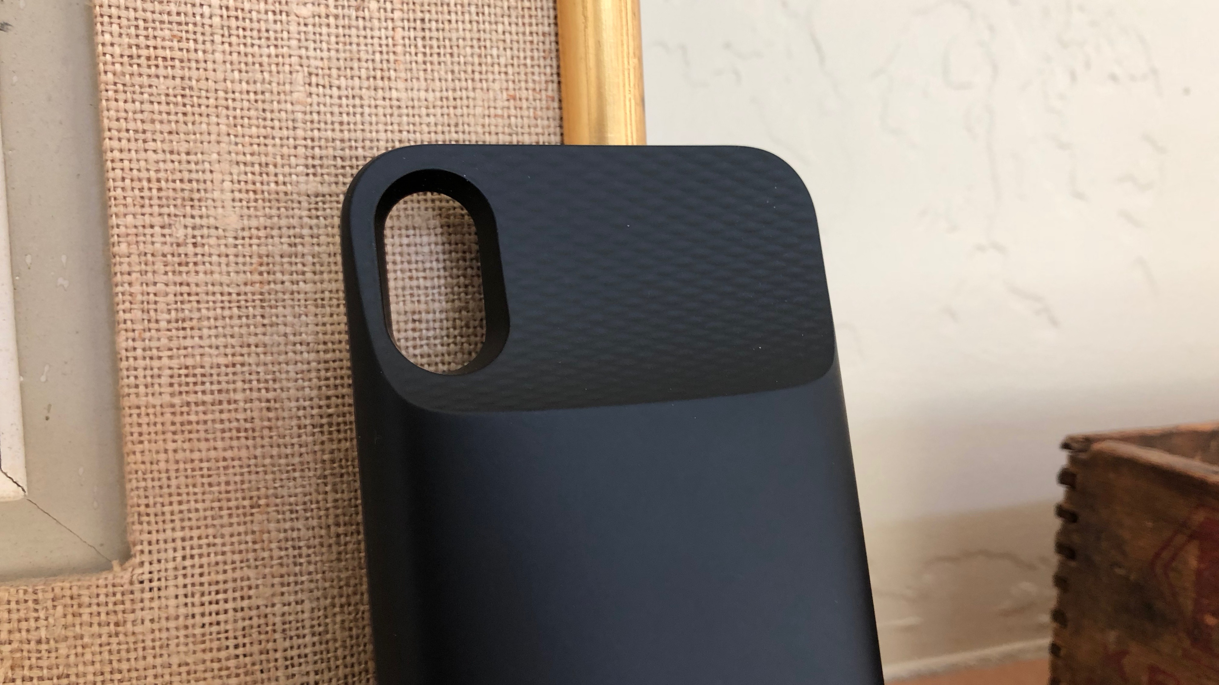 Review: Ugreen's magnetic wireless battery case for iPhone X and