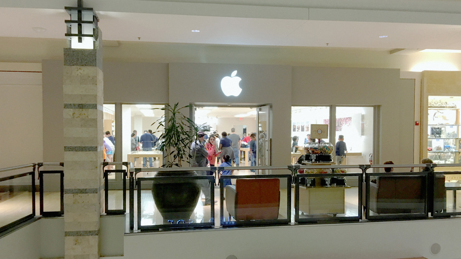 Machines is the largest Apple Premium Reseller (APR) in Malaysia with 8 stores situated within the Klang Valley and 2 store in Johor Bahru. We showcase the latest and widest range of iPad, iPhone, iPod, Apple Mac portables (laptops) and desktops, software and accessories.