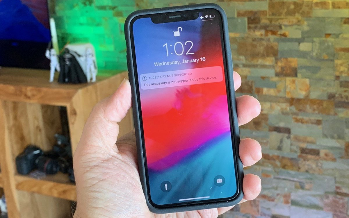 iPhone XS Smart Battery Case fits the iPhone X, but functionality blocked by iOS