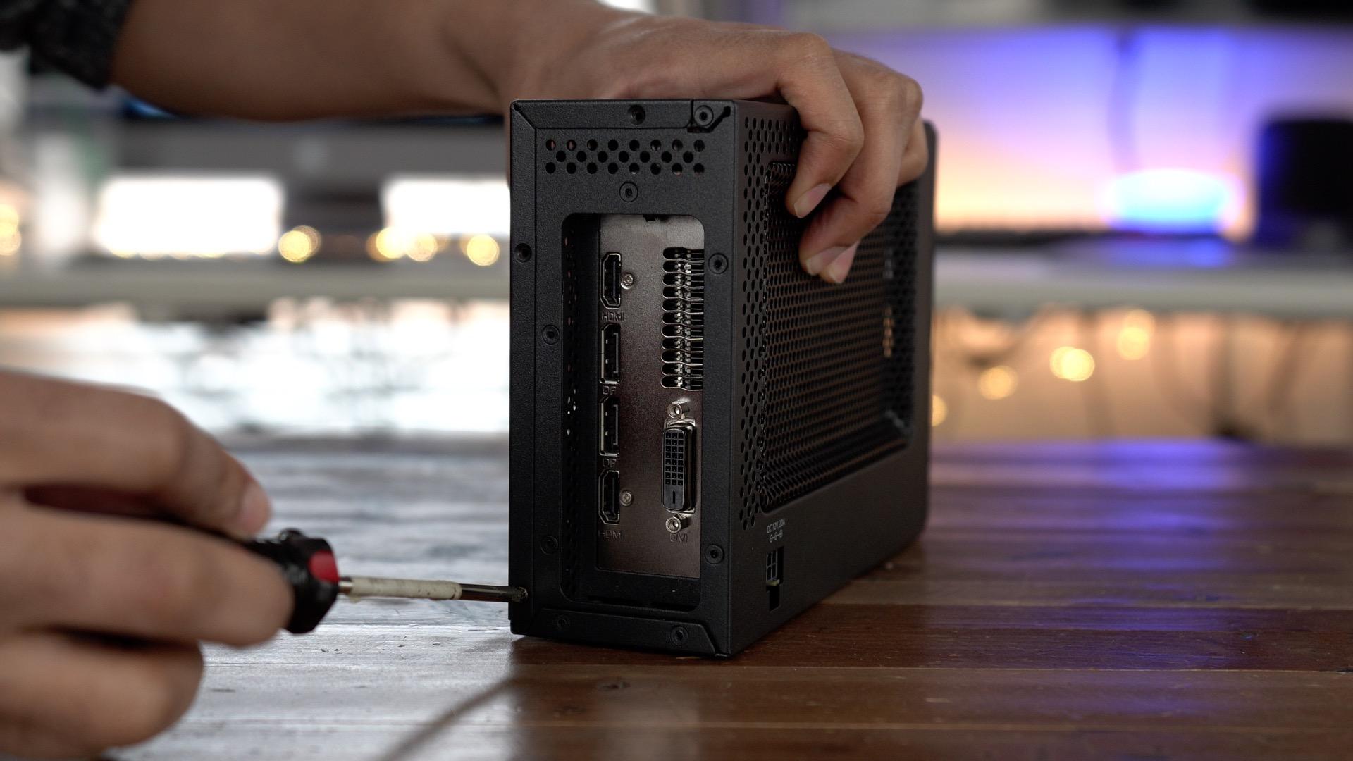 PowerColor Mini Pro eGPU RX 570 Screws