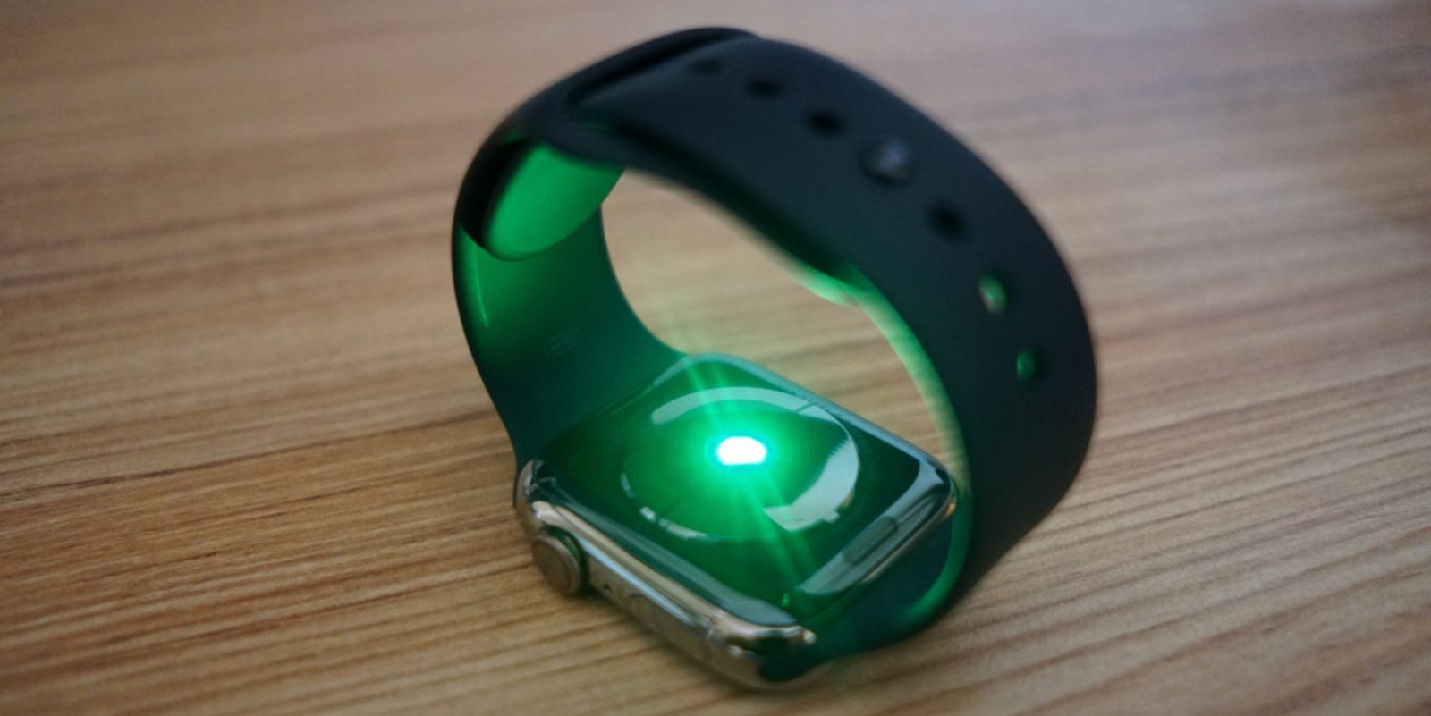 photo of Report claims Huawei tried to copy Apple Watch heart rate sensor by asking Apple supplier to share its secrets image