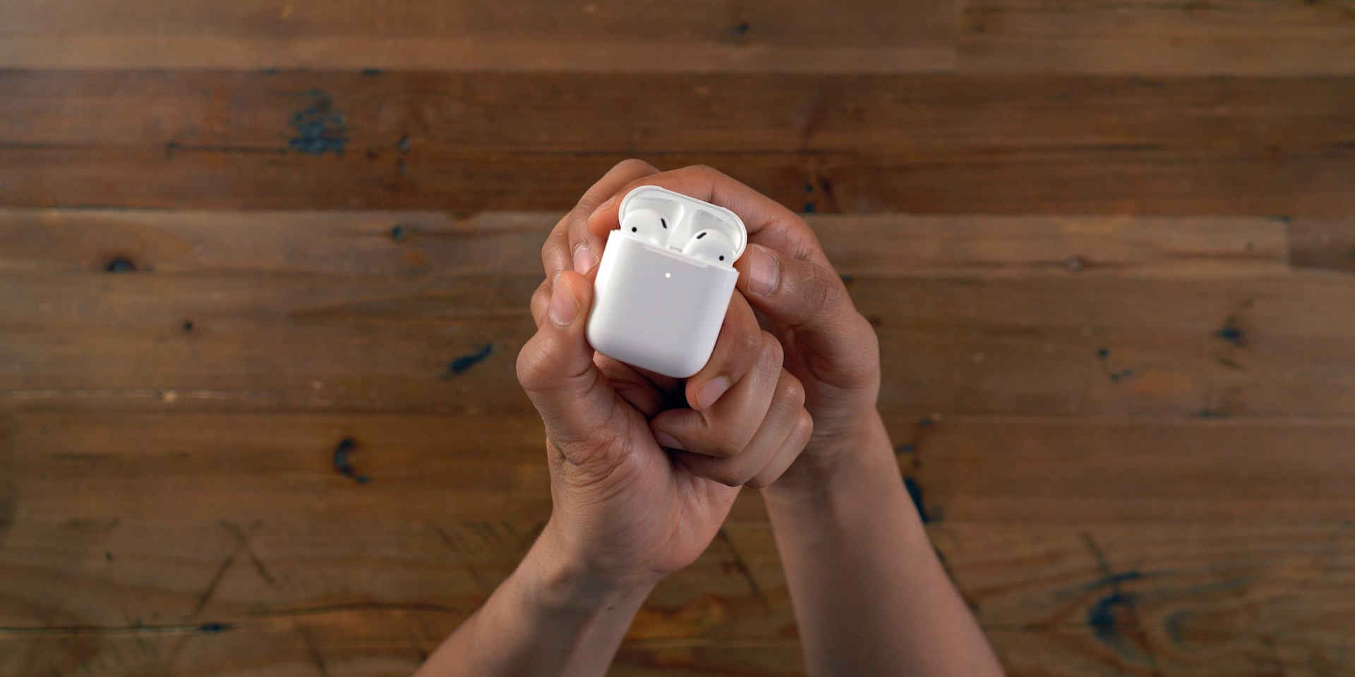 AirPods 2 open
