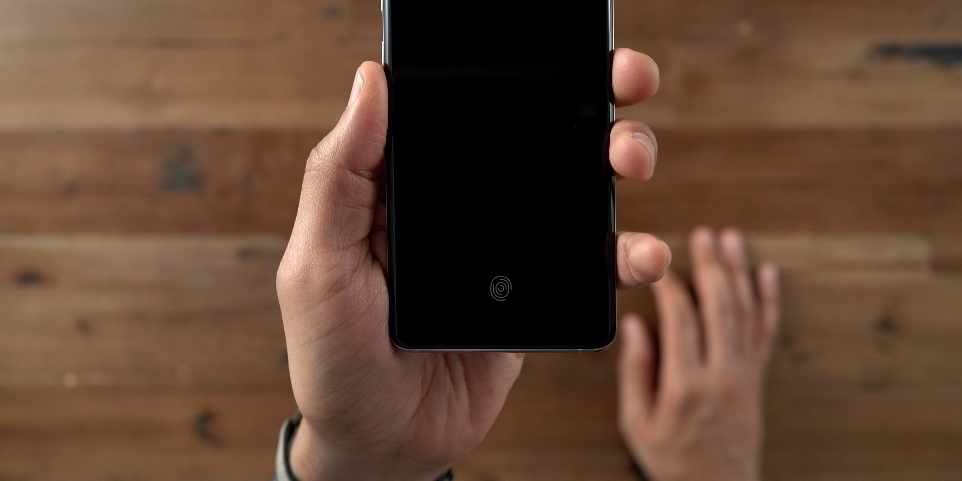Galaxy S10+ vs iPhone In-Display fingerprint sensor