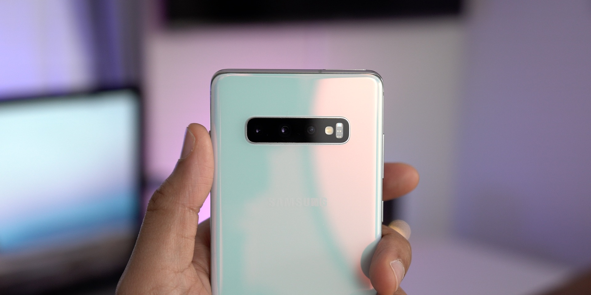Galaxy S10+ vs iPhone Multi-Camera Array