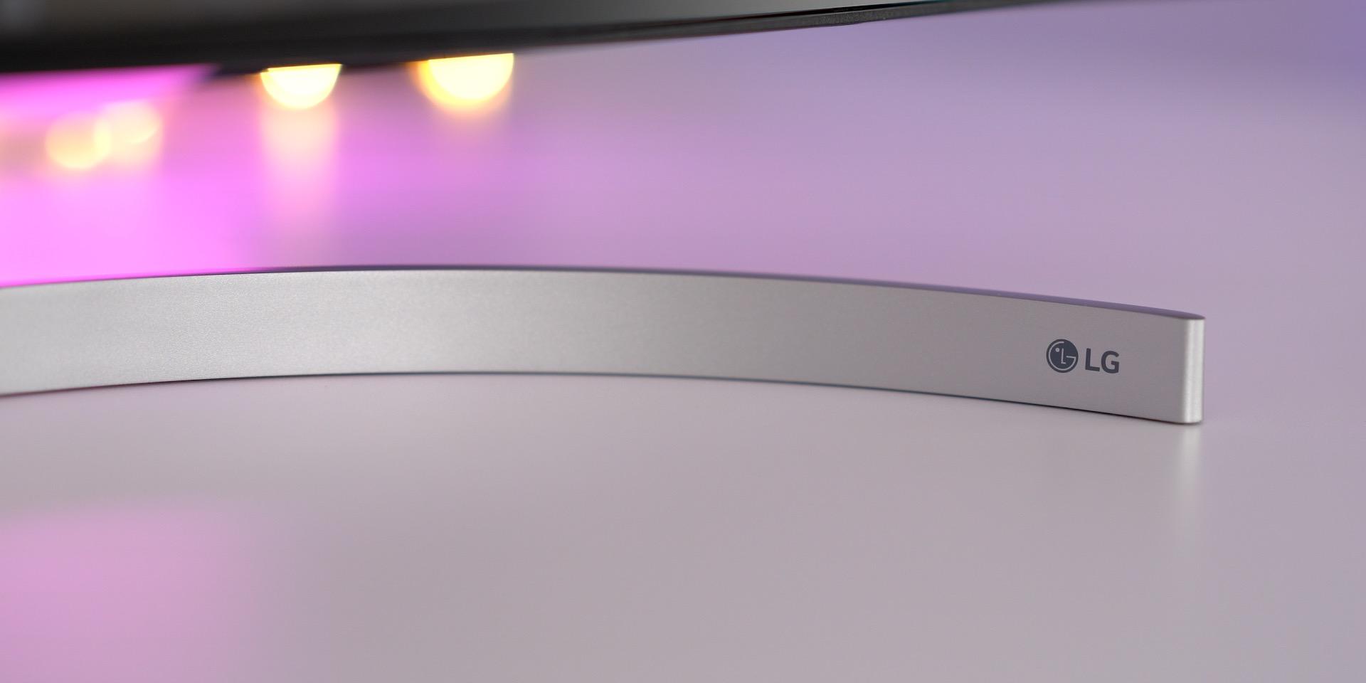 LG 32UL950 UltraFine 4K Display Review LG Logo Stand