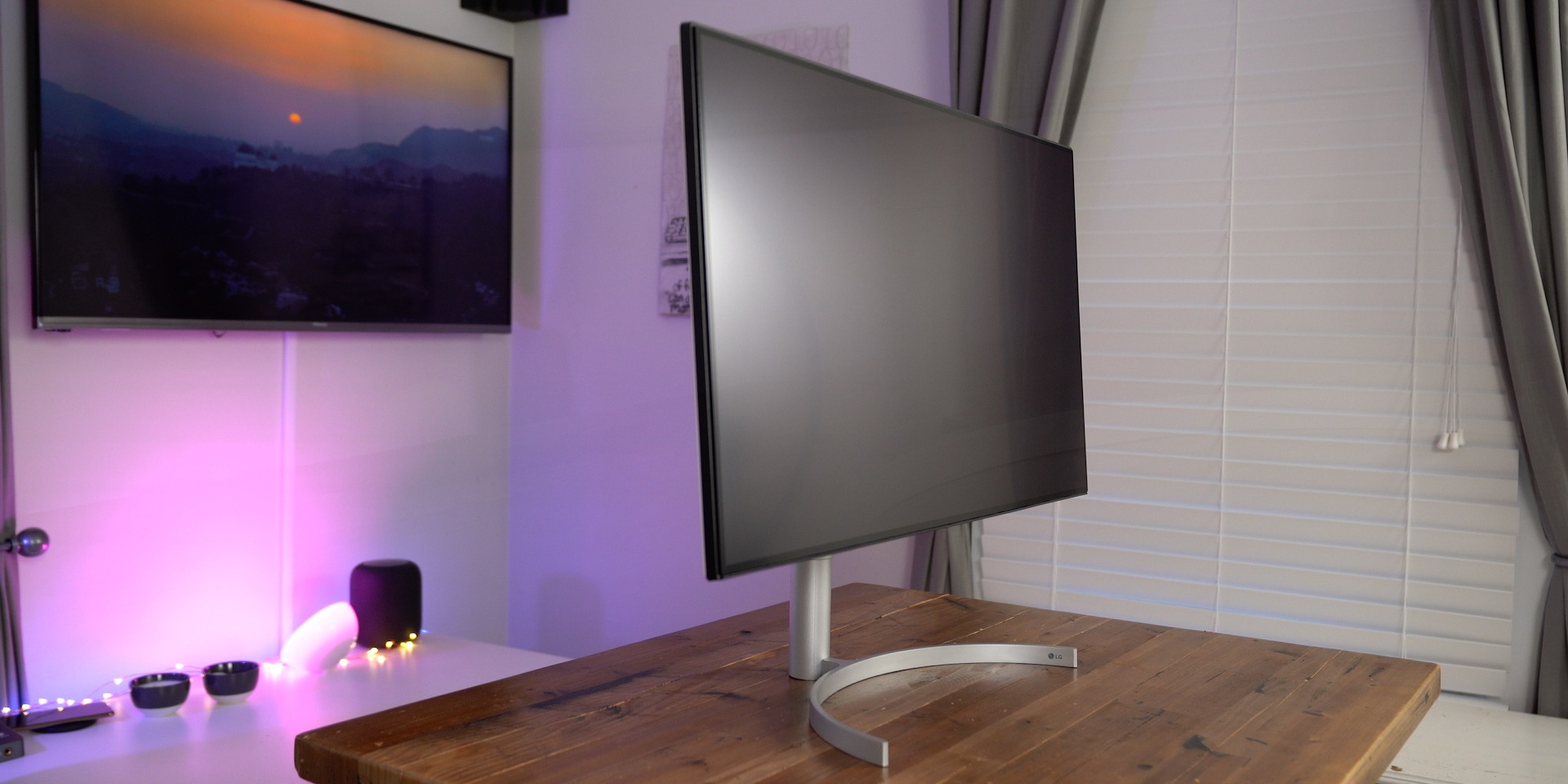 LG 32UL950 UltraFine 4K Display Review Table Top