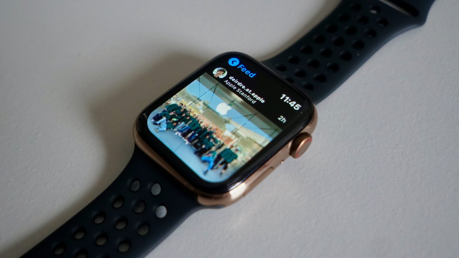 QnA VBage Lens is a modern and featured-packed Instagram app for Apple Watch that works without the iPhone