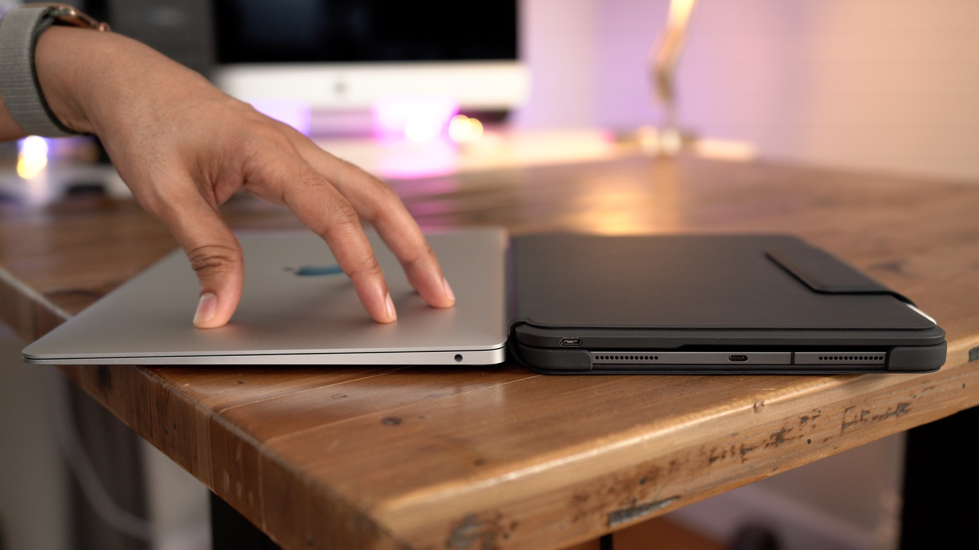 Logitech Slim Folio Pro vs MacBook Air