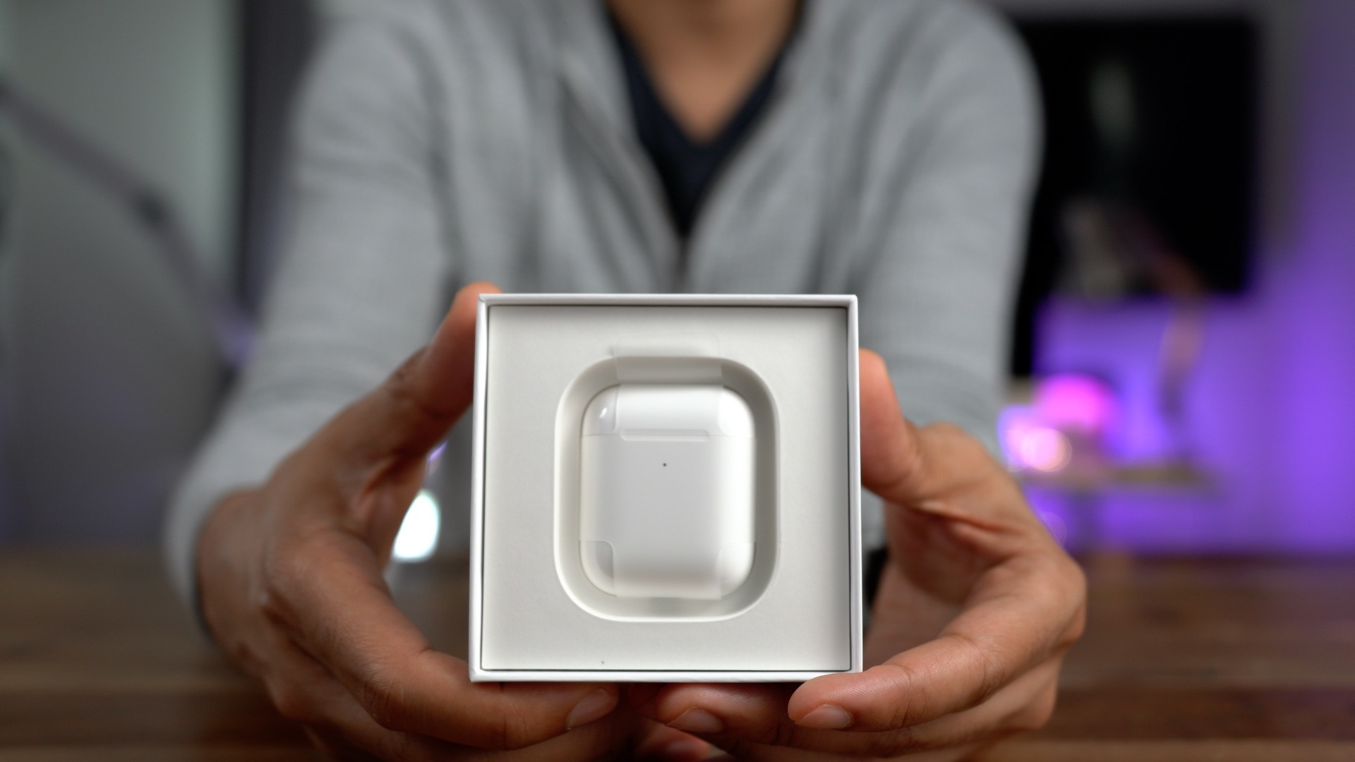 Wireless Charging Case for AirPods Unboxing