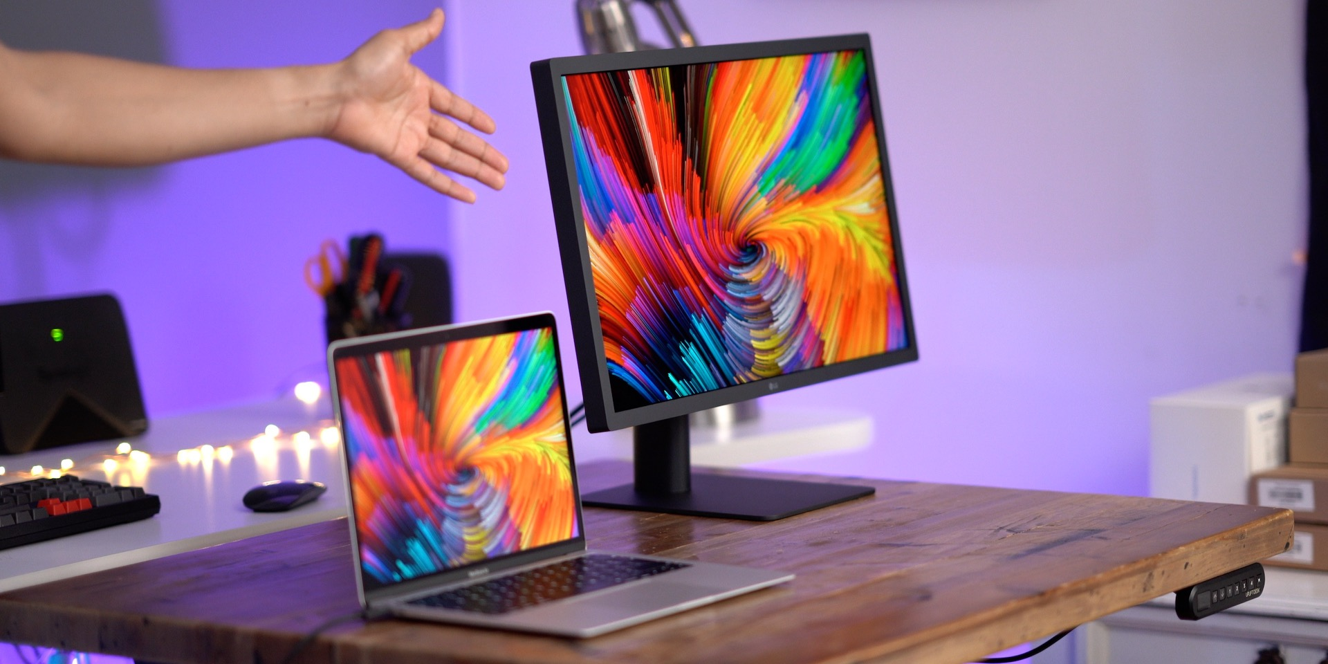 Review: LG UltraFine 4K Display (2019) - two Thunderbolt 3